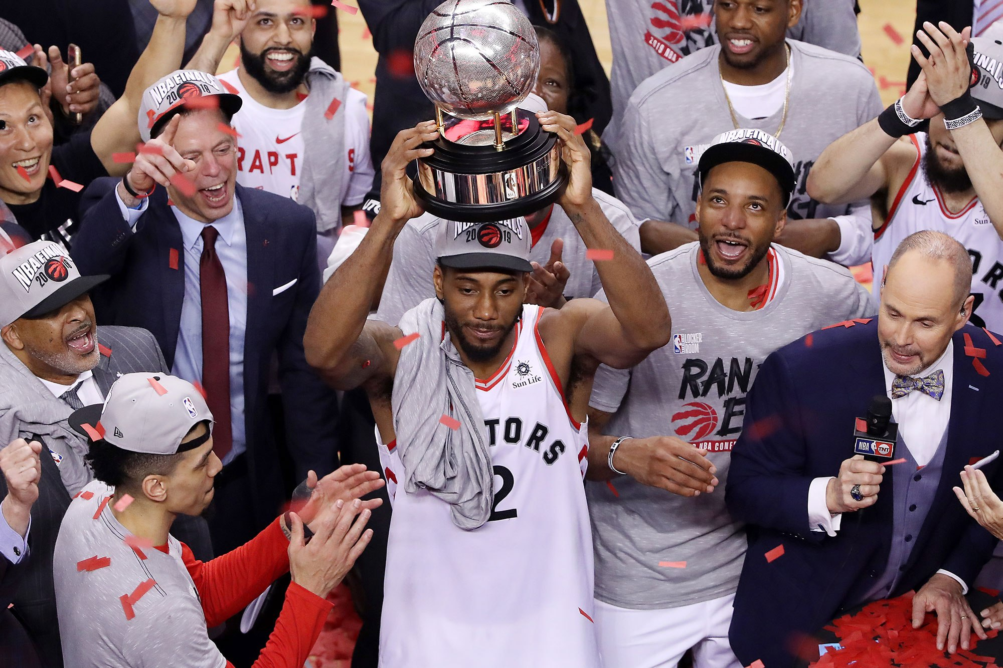 Kawhi Leonard holding the NBA 2019 Championship trophy, picture from  New York Post article .