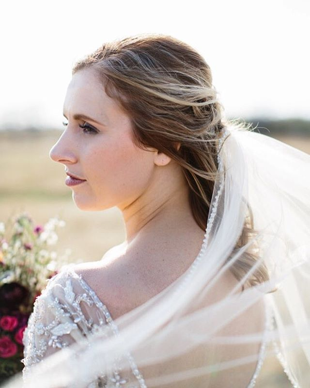 A little wind + a stunning bride. 💘
