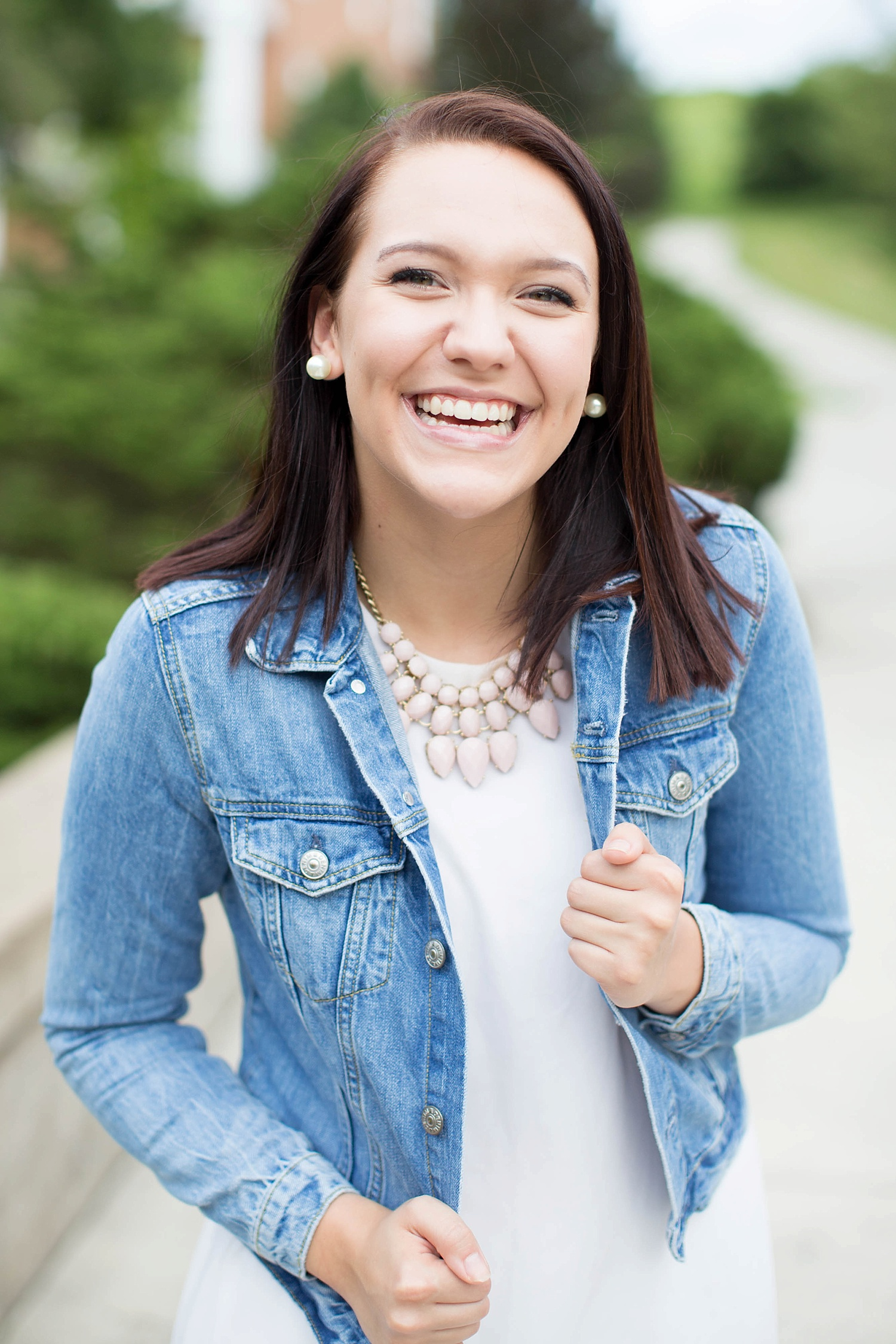 Well y'all, my last senior representative introduction for my 2017 ladies is on the blog this morning! I met Kerri at Hollins University for her session, which is a special place for her, because she hopes to attend college there next year! Click the link in my bio to see my favorites from her gorgeous senior session!