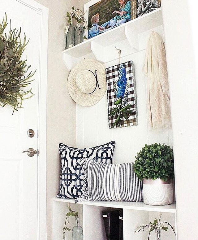 Thanks to @livingbeautahfully, we have a stunning example of a mud room! Even a mud room can take on a little style. • • • • #mudroom #room #house #home #pinterest #pinterestideas #decorate #expressyourself #youhangit #yhi #diy #interiors #homesweethome #homedecor #inspiration #decorcrushing #instadecor #styleathome #interiordetails