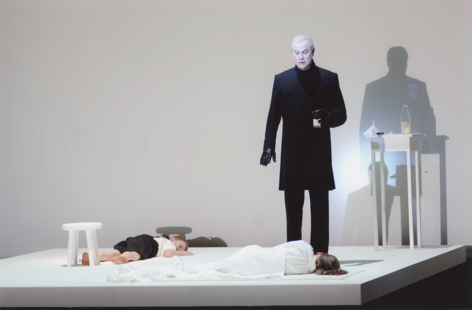 Robert Wilson performing 'Murder Scene' from Deafman Glance as a Prologue to Expectation, Berlin, 2004