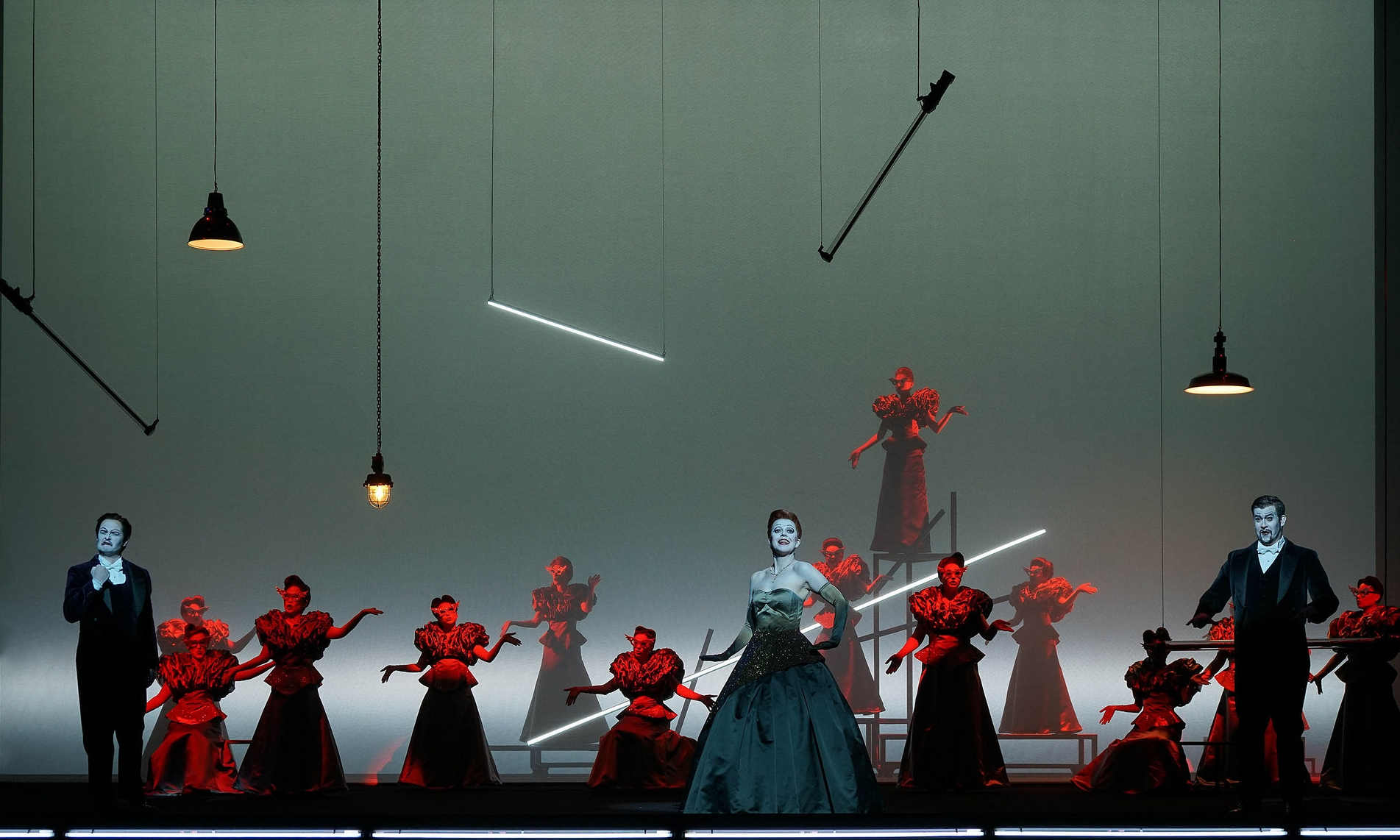 Act 2, Scene 2 - Michael Wagner (Marquis de Obigny), Kathryn Handsaker (Flora Bervoix), Dominik Nekel (Doctor Grenvil). Linz, 2015