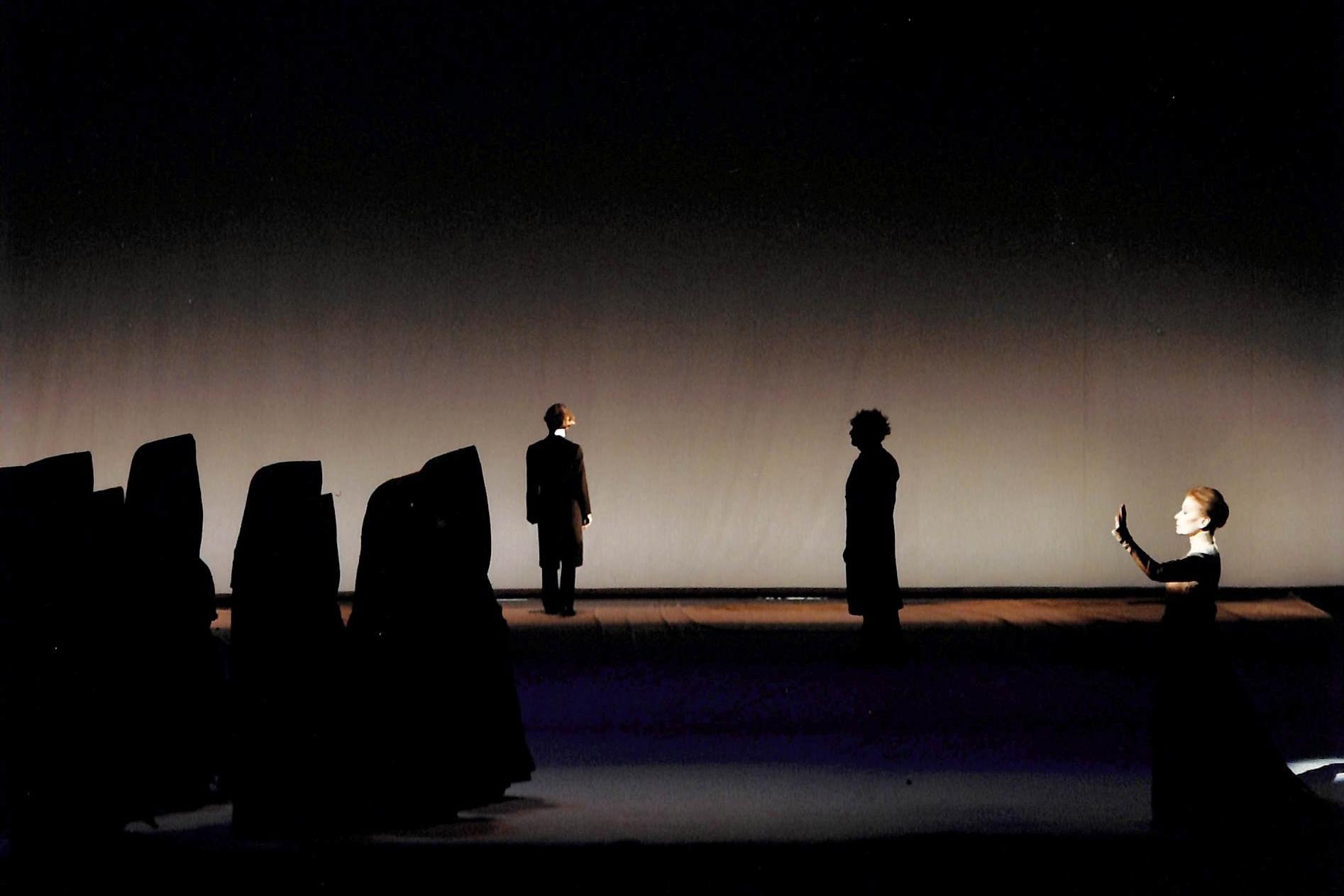 Act VII - Ensemble (Crowd), Martin Wuttke (Gilgamesh), Howie Seago (Enkidu), Eva-Maria Meineke (Mother of Gilgamesh)