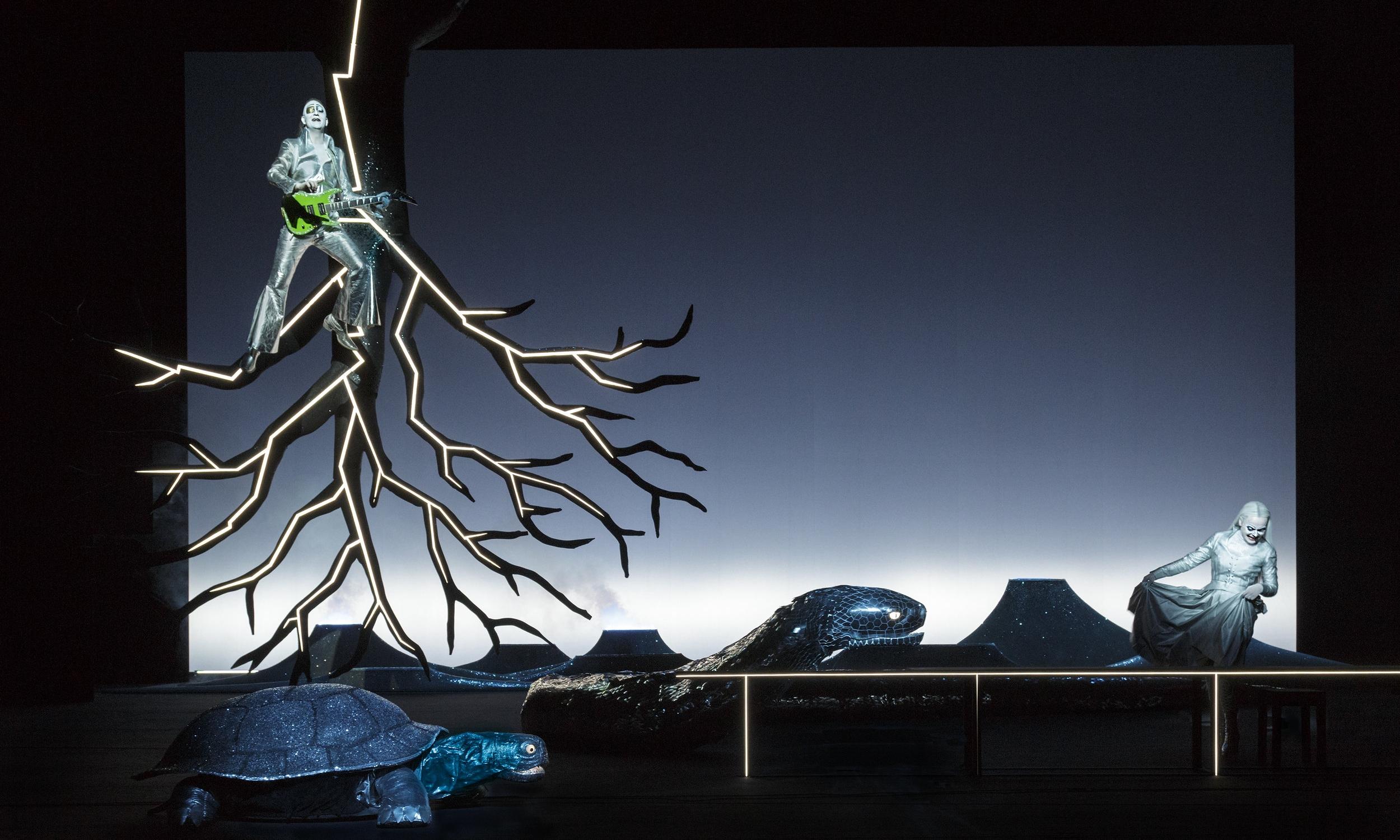 Scene 1A - Yggdrasil: Henrik Rafaelsen (Odin), Gjertrud Jynge (Volva)