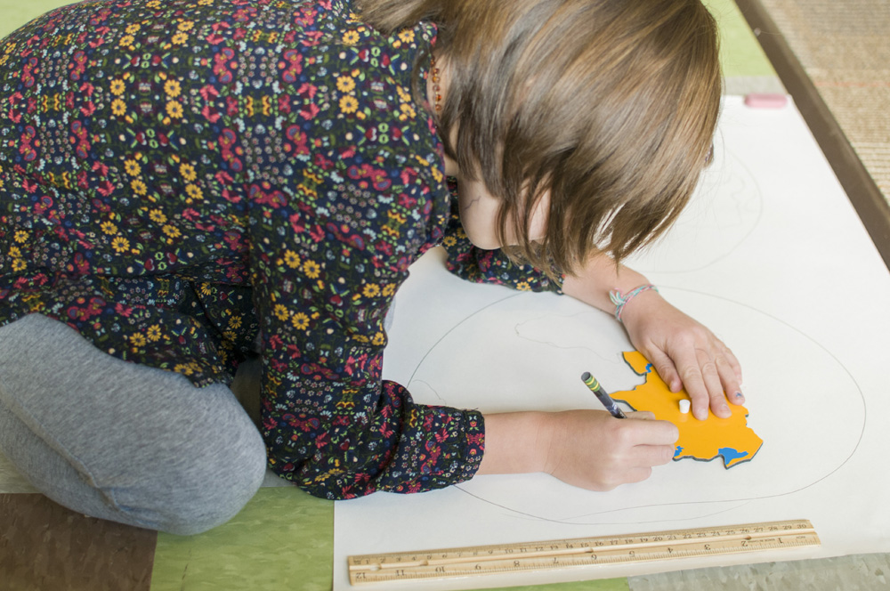 http://www.manyriversmontessori.org/photos2/