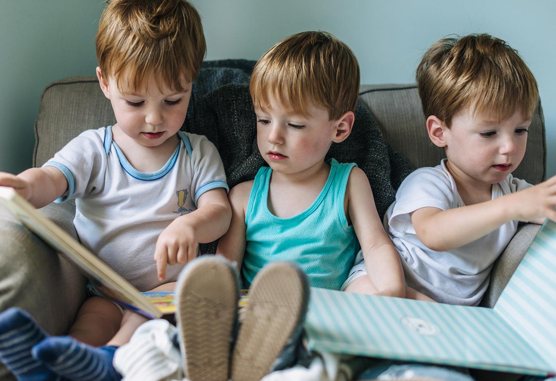 kinder-beim-lesen