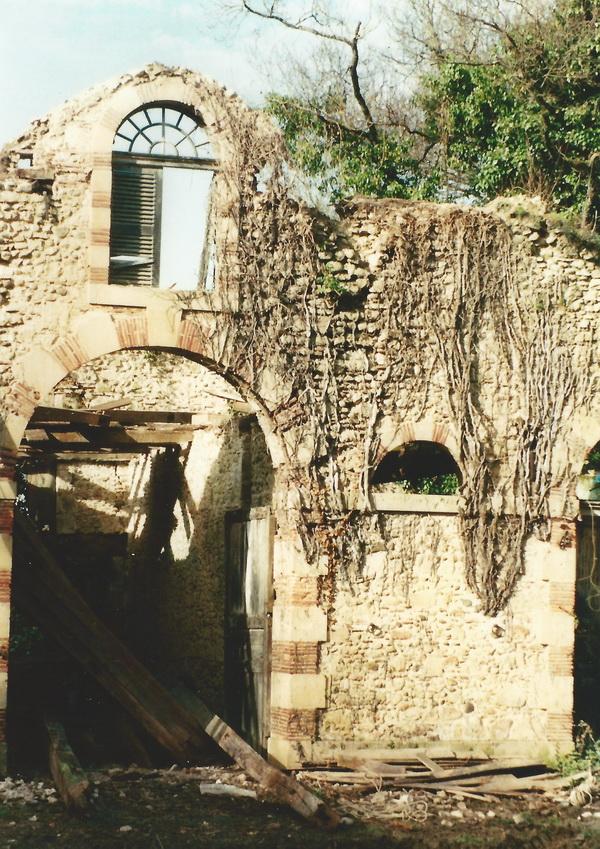 restoration chateau in ruins.JPG