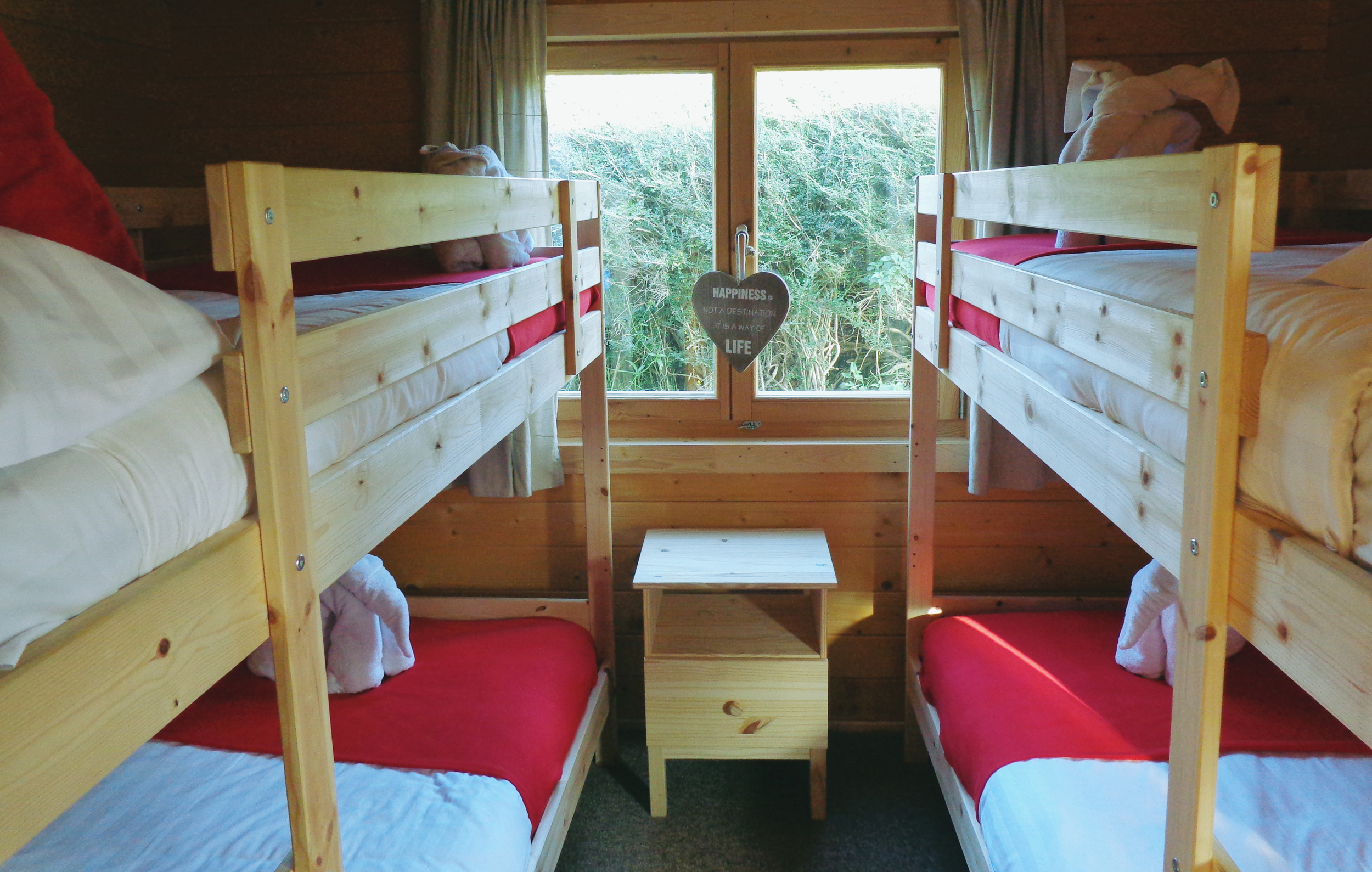 Cabin 1 Bed 002.jpg
