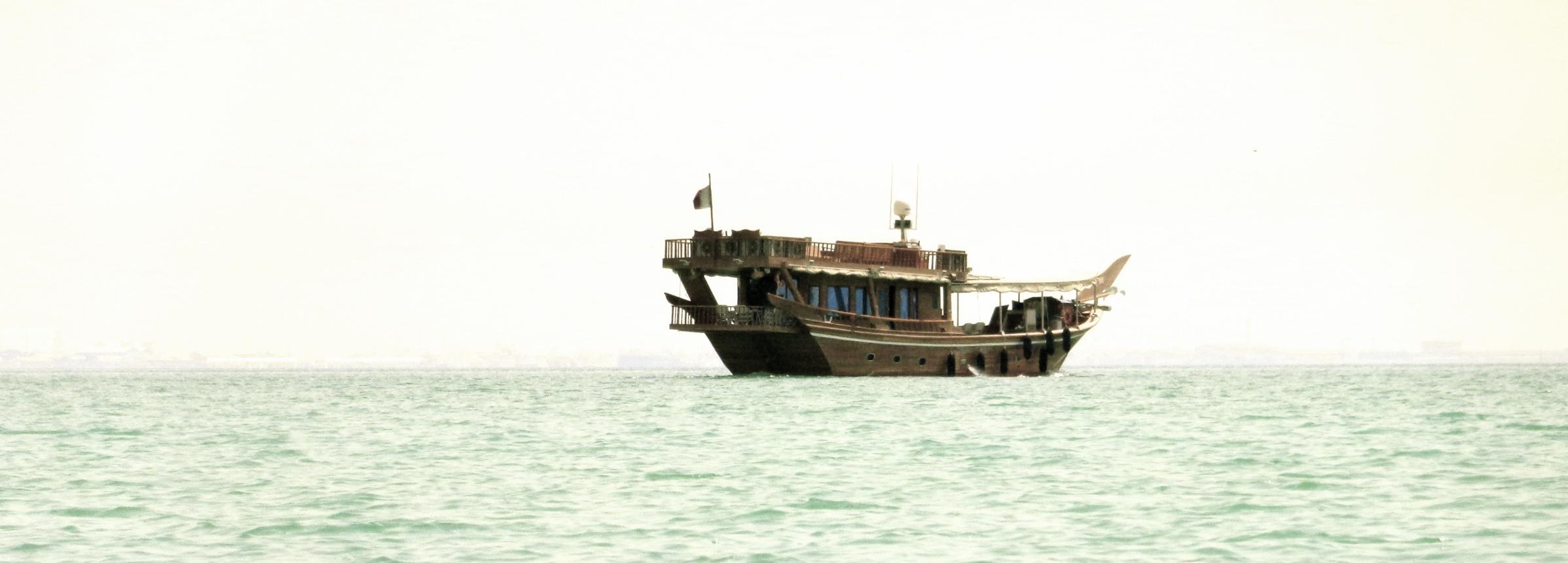 Dhow, de gamle træbåde sejler stadig rundt, Dubai.