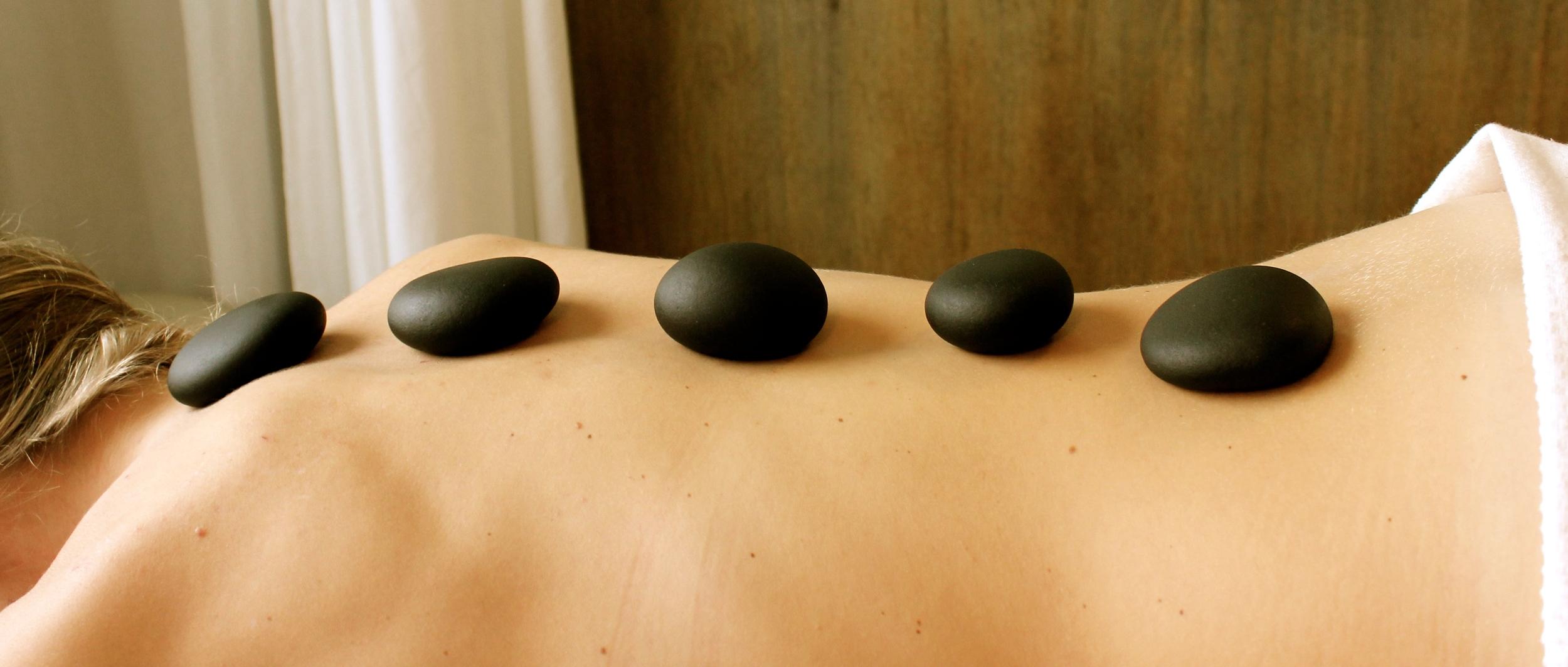 Hotstone massage, klinik CO.MA Odder