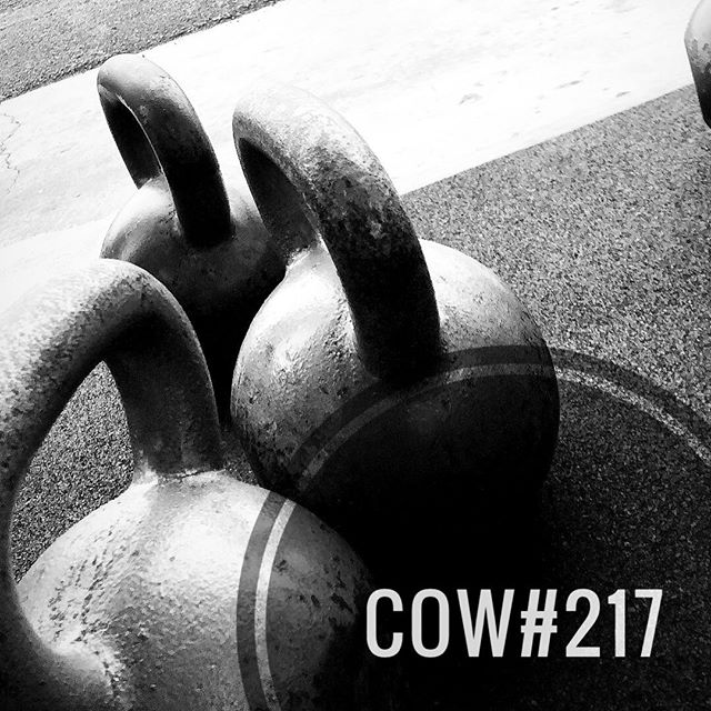 COW#217 ••• This one is going to be pretty simple. I'm also going to give you 3 different time domains to choose from. You can go for 10, 15 or 20mins of the following: ••• EMOMx______mins: -4 Sprawls -4 Dual KB Cleans -4 Dual KB Front Squats -4 Alt. KB Piston Push Press ••• Choose a moderate set of KBs that allow you to move through the set with efficiency. Remember, you choose how long you go, but a word to the wise: Pick your time domain before starting and stick with it. This workout sneaks up on you and will have you second guessing your decision. ••• Swipe to check out the video demo. If you still have questions, drop them below. Have fun! . . . . . . . #tcs #traviscountystrength #LIFT #LIFT4women #strengthtraining #strengthandconditioning #strongman #gym #squats #austin #atx #simplenoteasy #leadfromthefront #totallysatisfied #cow #kettlebellworkout