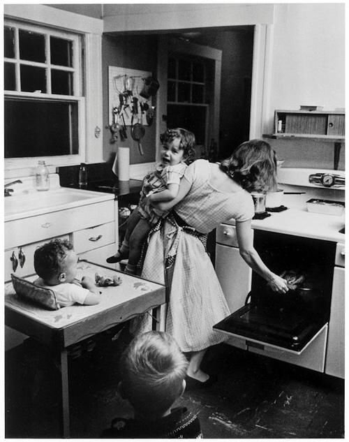 Moms are the masters of cooking with only one pan (and only one arm!) Photo: Elliot Erwitt c. 1955.