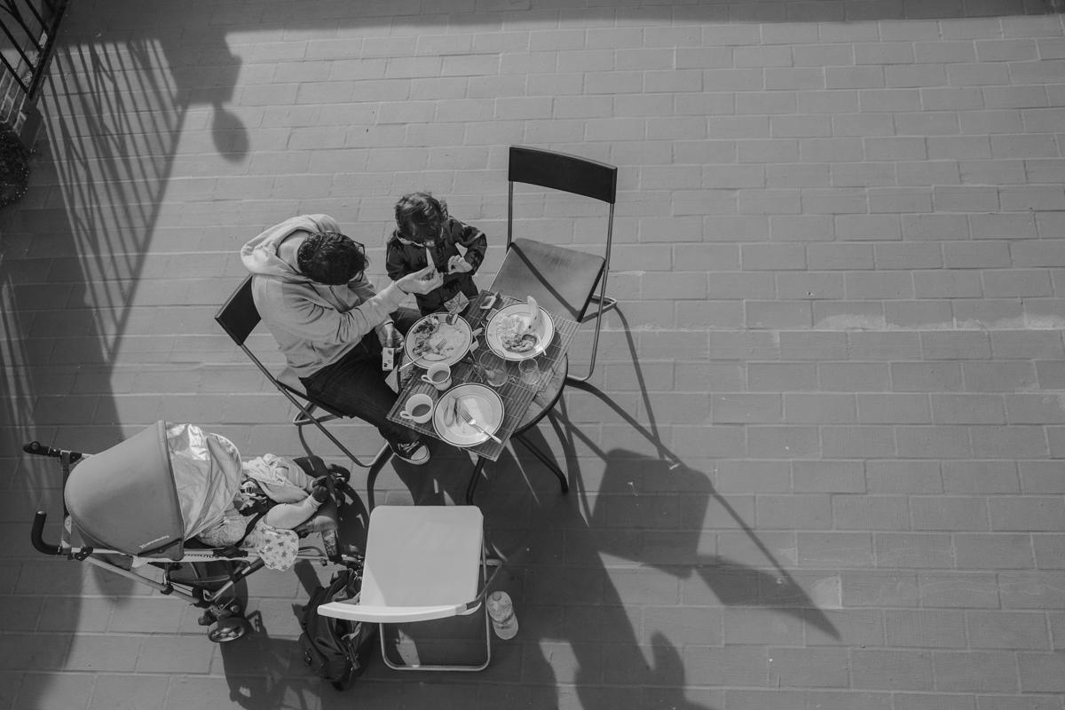 Breakfast on our terrasse / Petit déjeuner sur notre terrasse