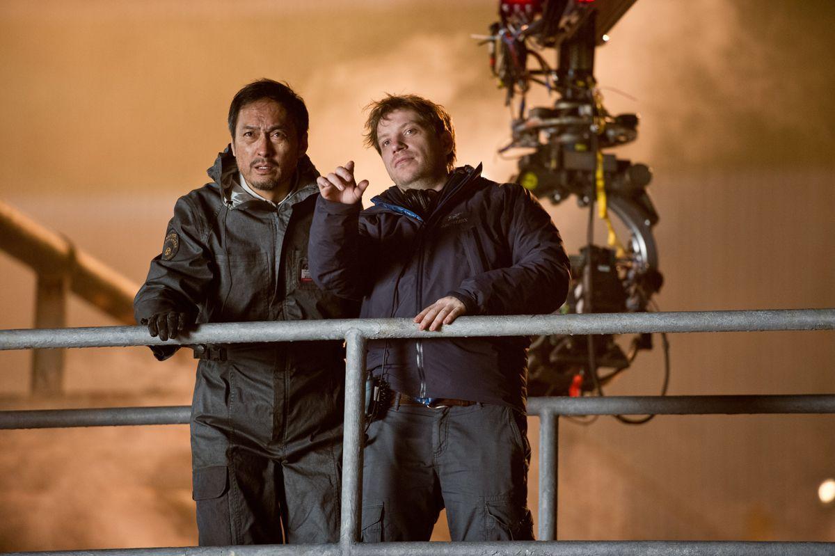 Ken Watanabe y Gareth Edwards en el set de rodaje.