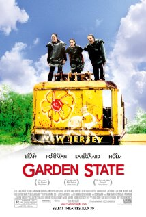 Título:  Garden State   Director:  Zach Braff   Escritor:  Zach Braff   Cinematógrafo:    Lawrence Sher