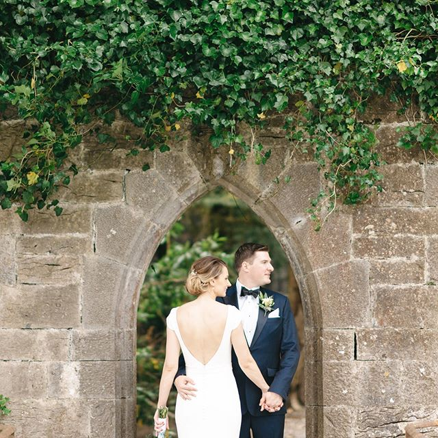 Ciara & Fiachra 💕💕💕#exclusiveweddingvenue #irishweddingvenue #weddingstyle #irishweddingphotographer #irishcastle