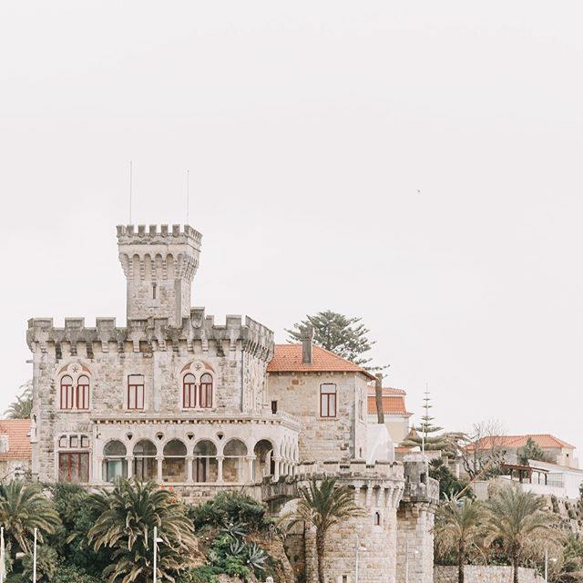 The stunning Forte da Cruz, Estoril 💕 #portugueseweddingvenues #portugalweddingphotographer #destinationweddingphotographers #destinationwedding