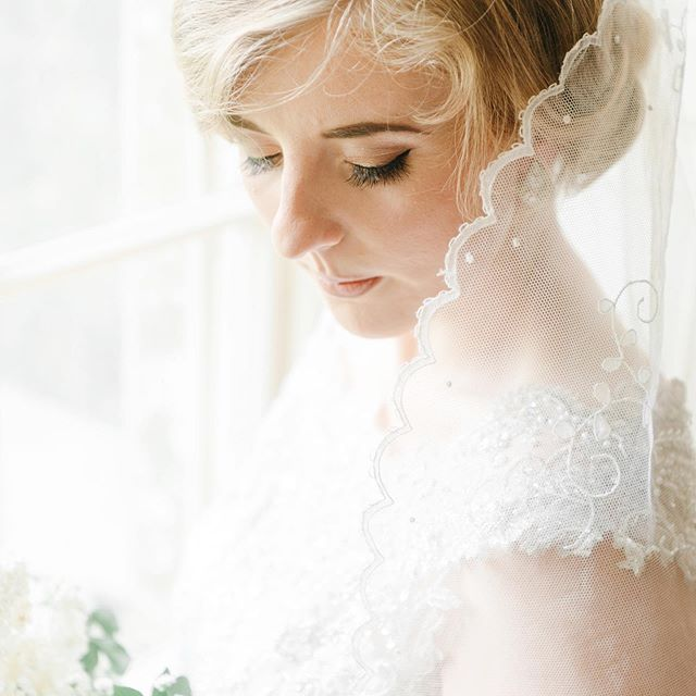 The stunning Ailbhe and her vintage veil which her mother wore for her own wedding in 1980 💕 #somethingborrowed #irishbride #weddingphotography #weddingphotographer #irishweddingvenue #irishweddingphotographer #destinationweddingphotographer #veil #vintageveil