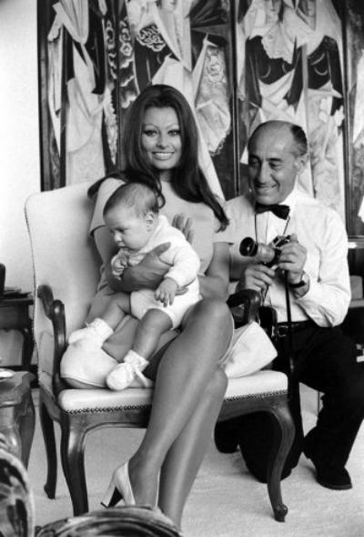 Sophia Loren holding her newborn son, Carlo Ponti Jr. with Alfred Eisenstaedt, 1969.