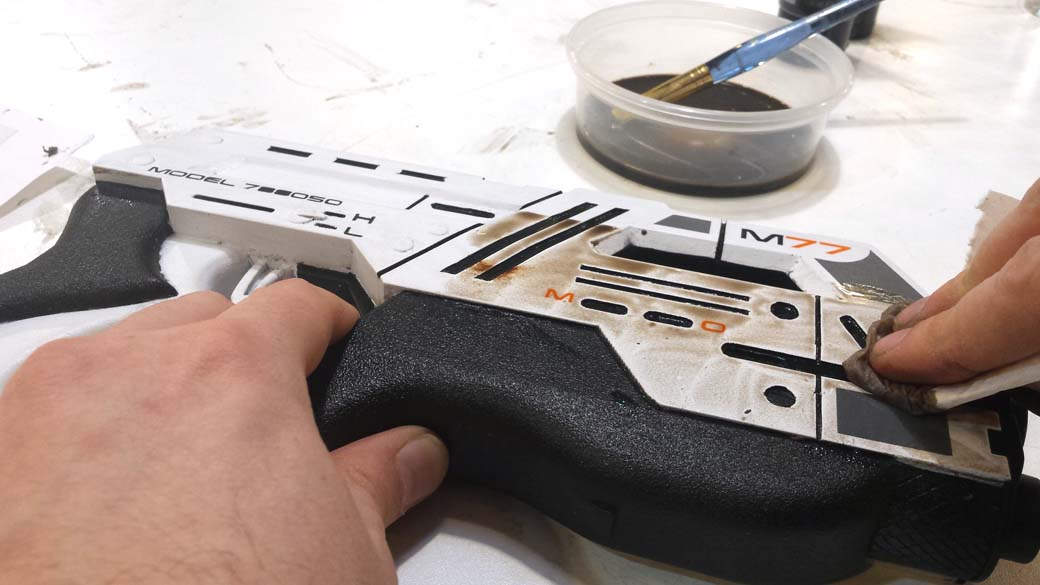 Applying the Weathering Wash to the 3D Printed Cosplay Mass Effect Pistol