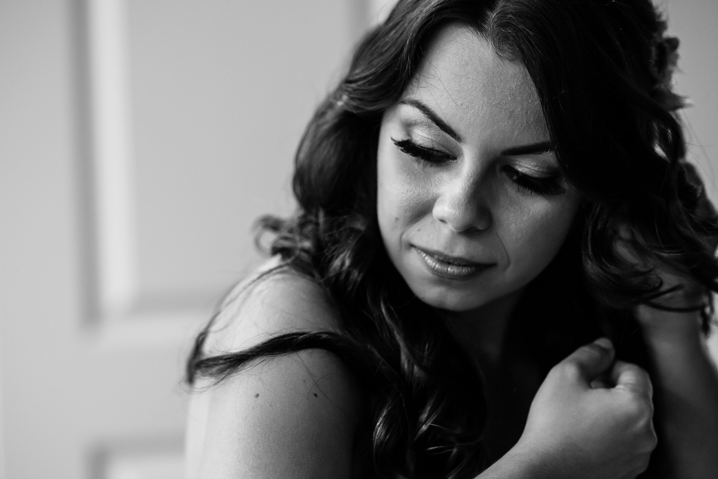 Stefy Hilmer Photography - bride candid during getting ready in the bridal suite.jpg