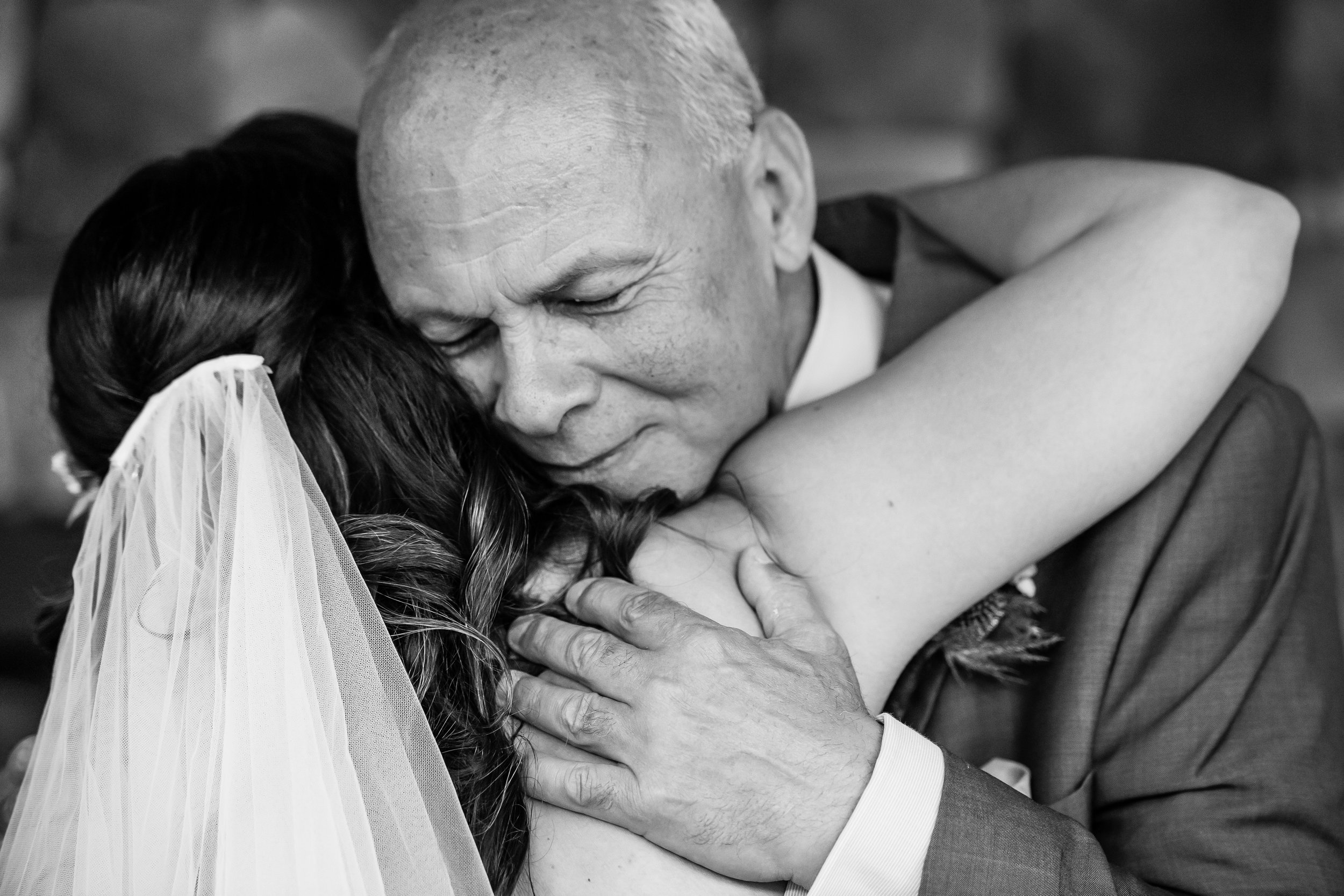 Stefy Hilmer Photography -first look father and daughter, intimate hug.jpg