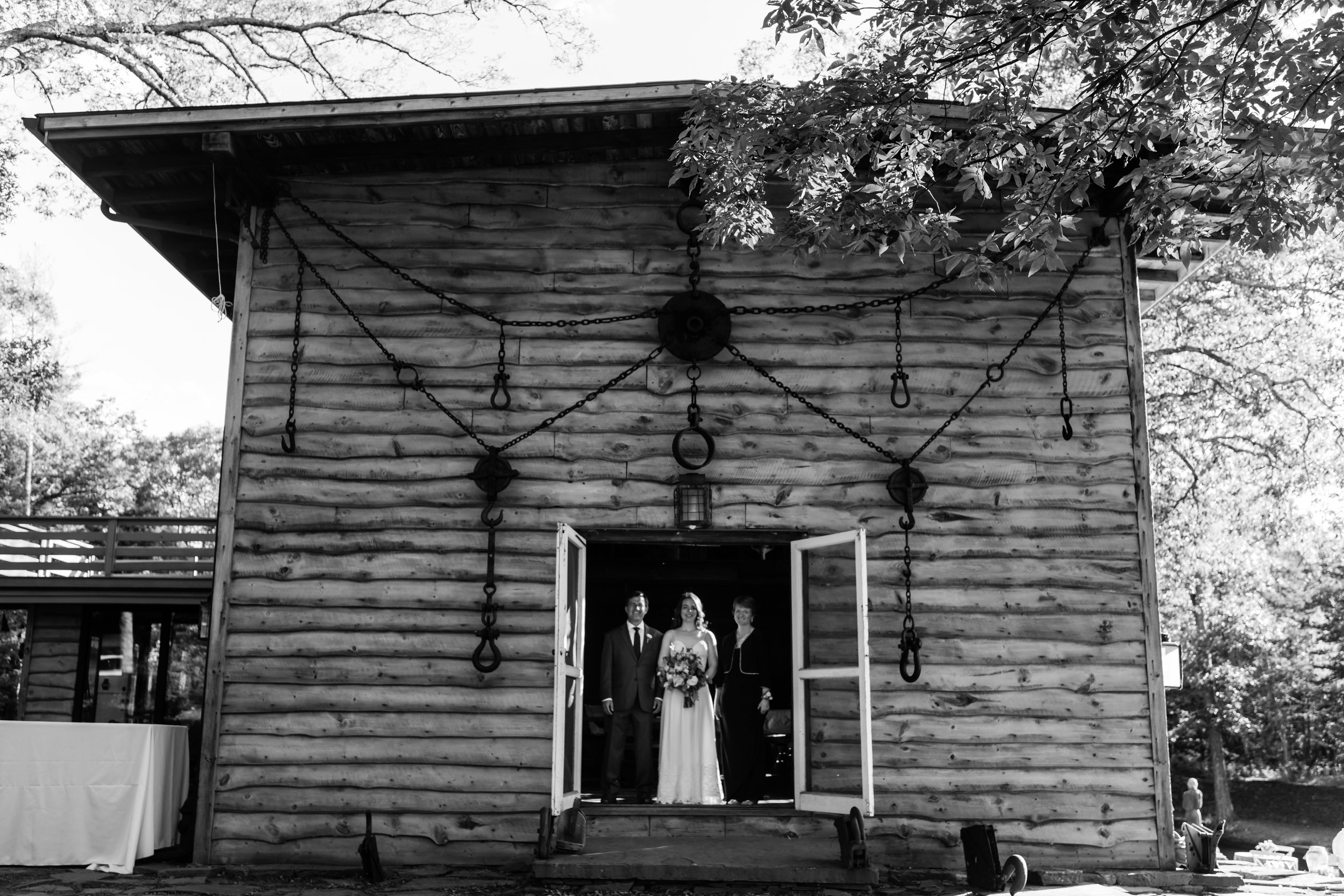 Stefy Hilmer Photograhy- bride with her parents waiting to walk down the aisle.jpg