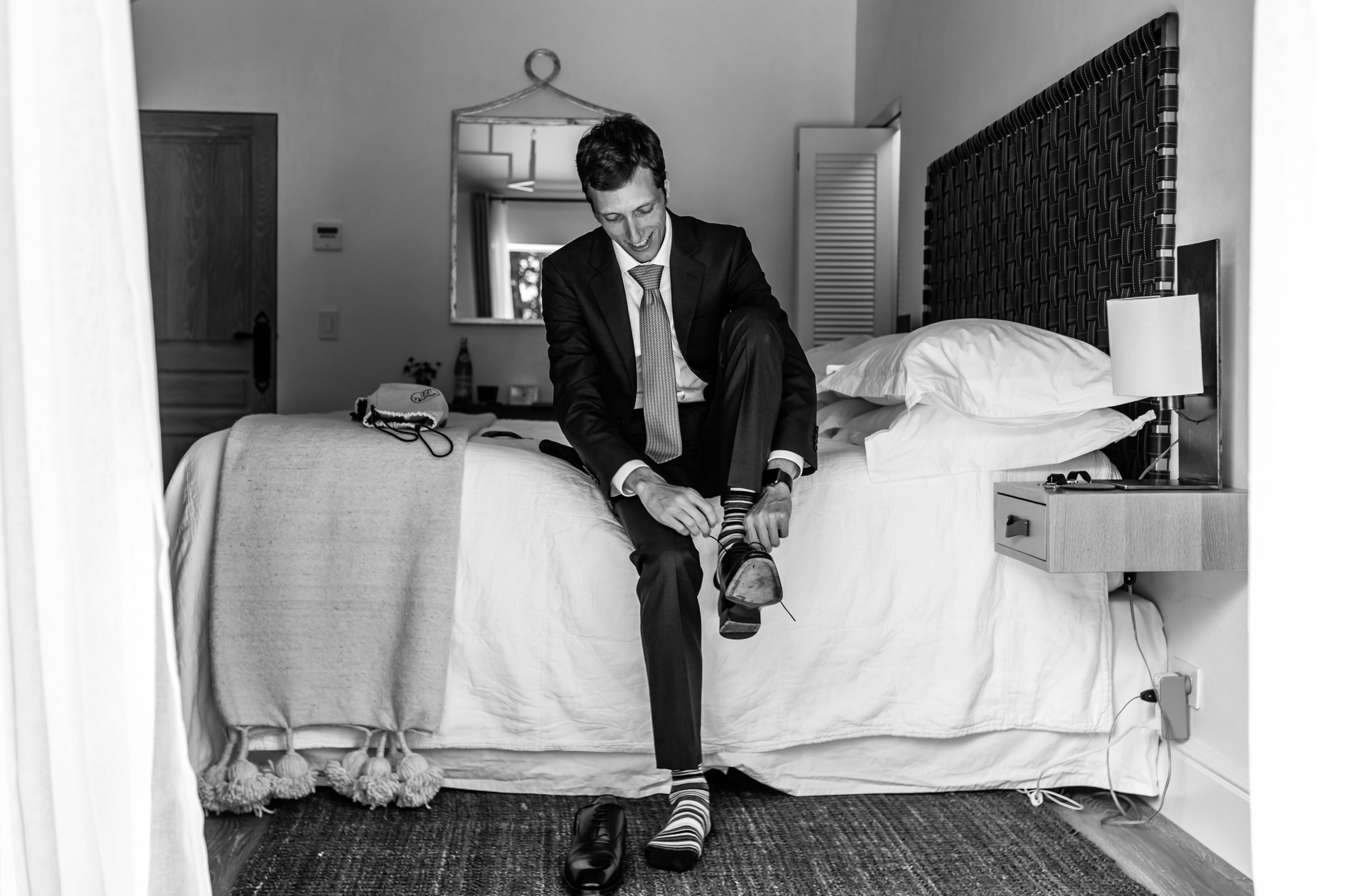 Stefy Hilmer Photography-groom is getting ready and putting his shoes on.jpg