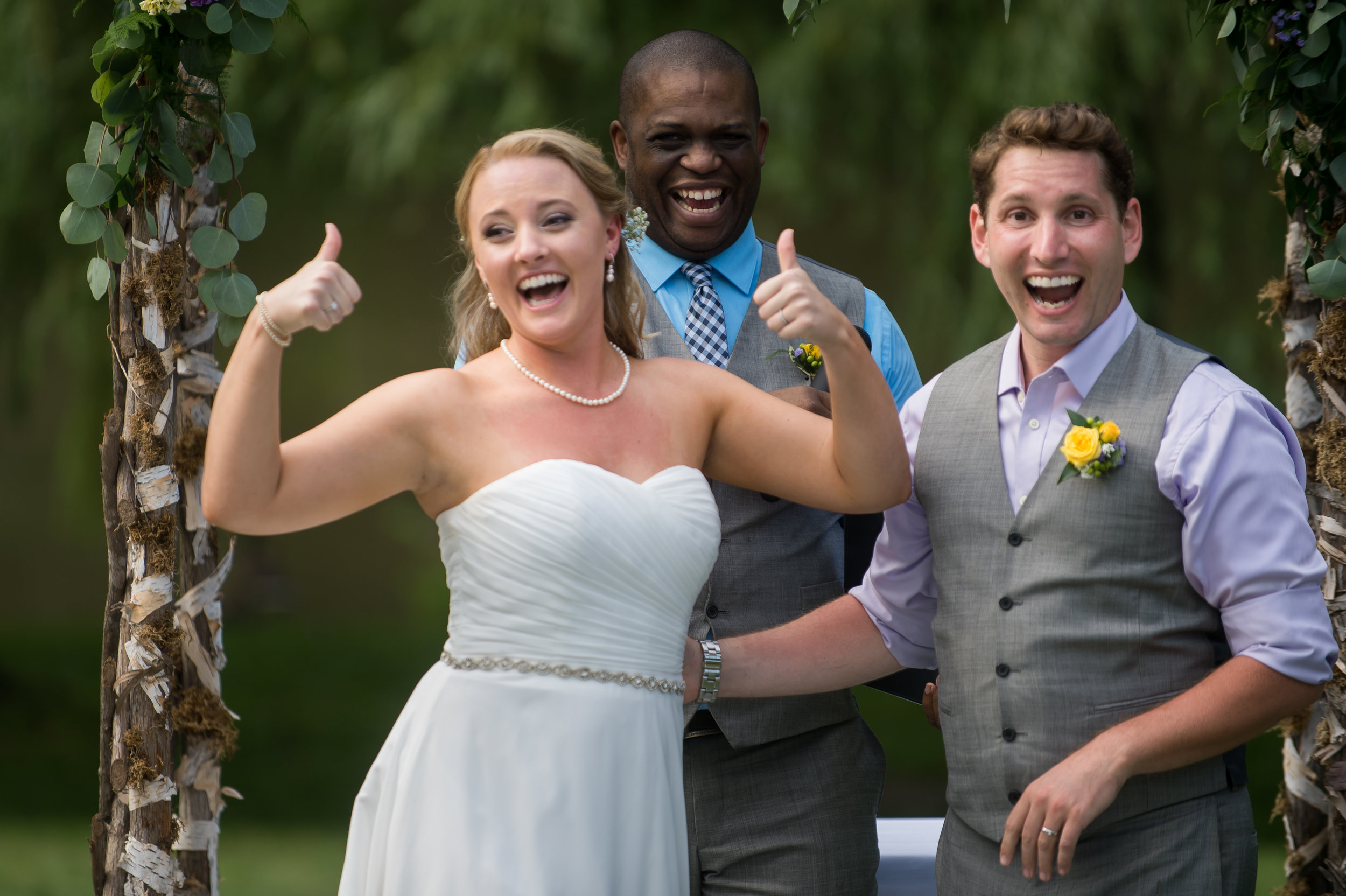 Stefy Hilmer Photography- bride thumbs up for just getting hitched.jpg