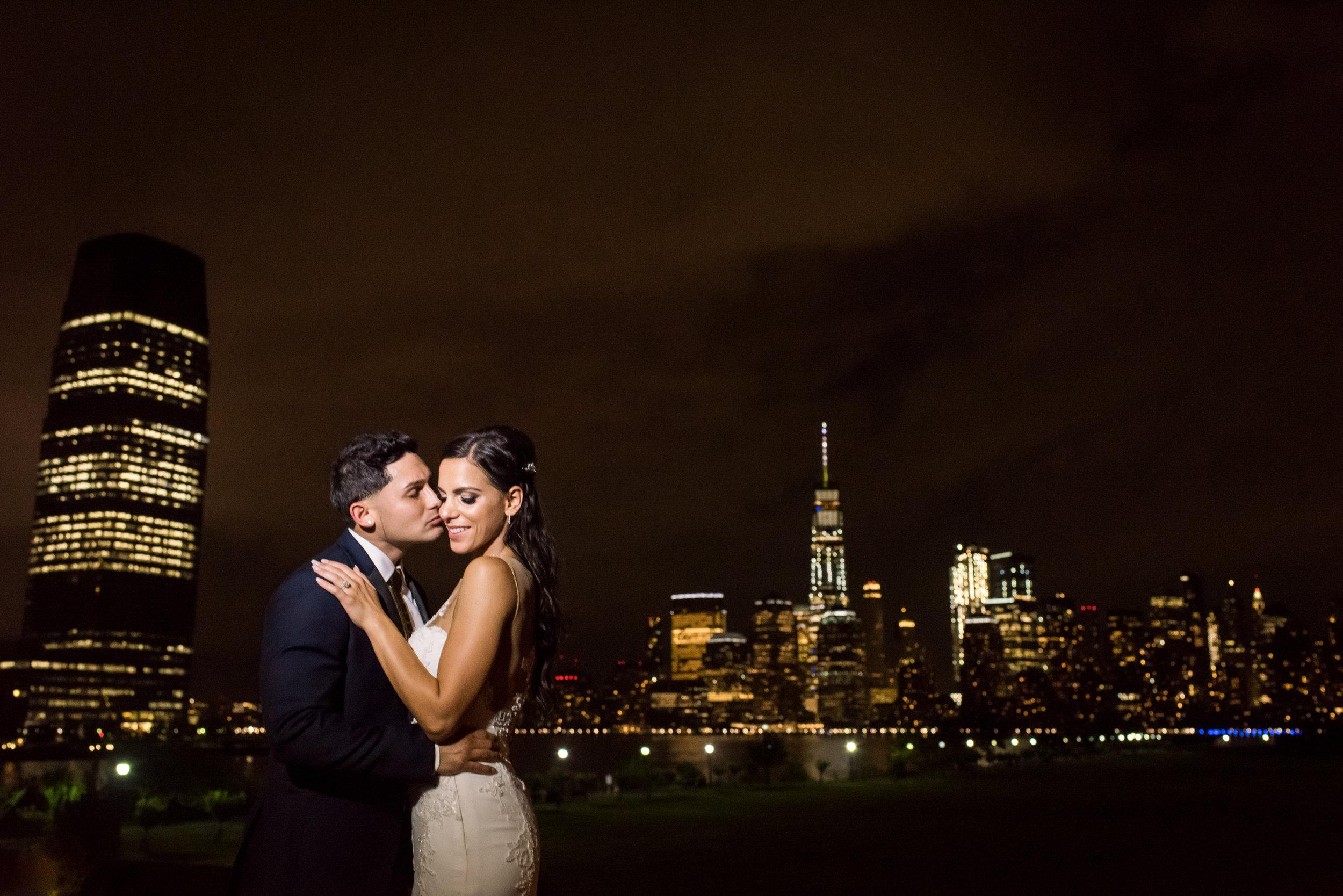 Stefy Hilmer Photography-bride and groom Manhattan skyline night portrait.jpg