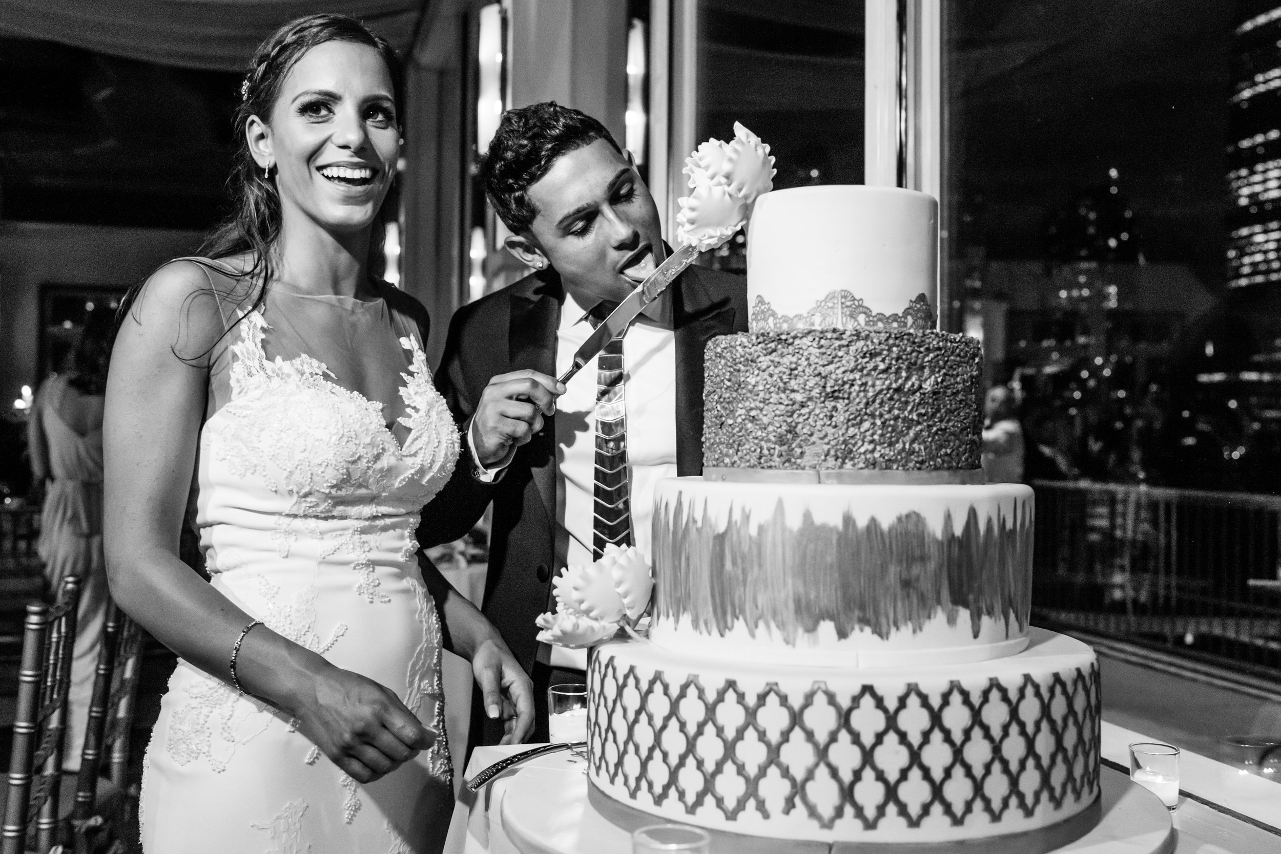 Stefy Hilmer Photography-cutting the cake.jpg