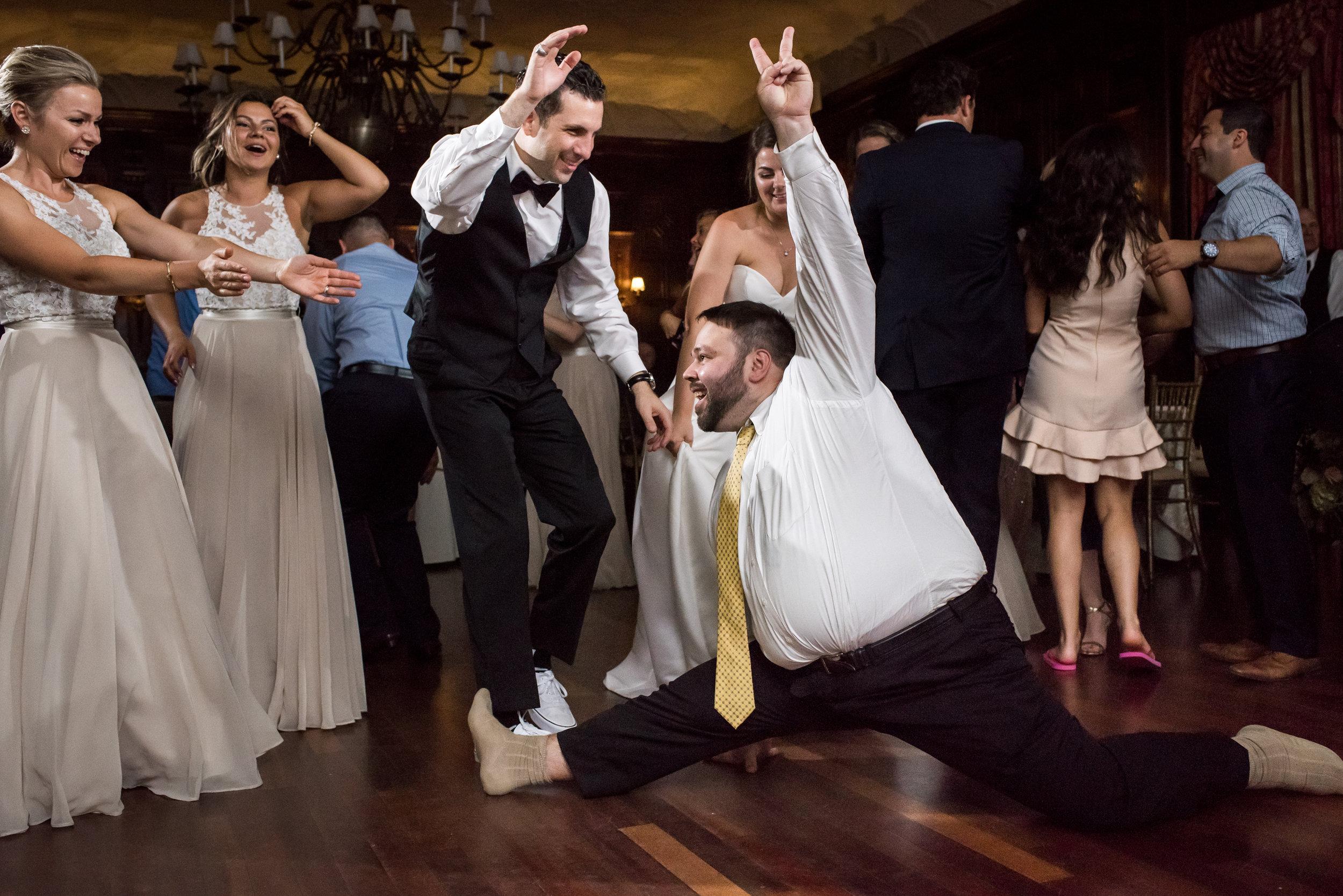 Stefy Hilmer Photography-wedding guest split dance.jpg