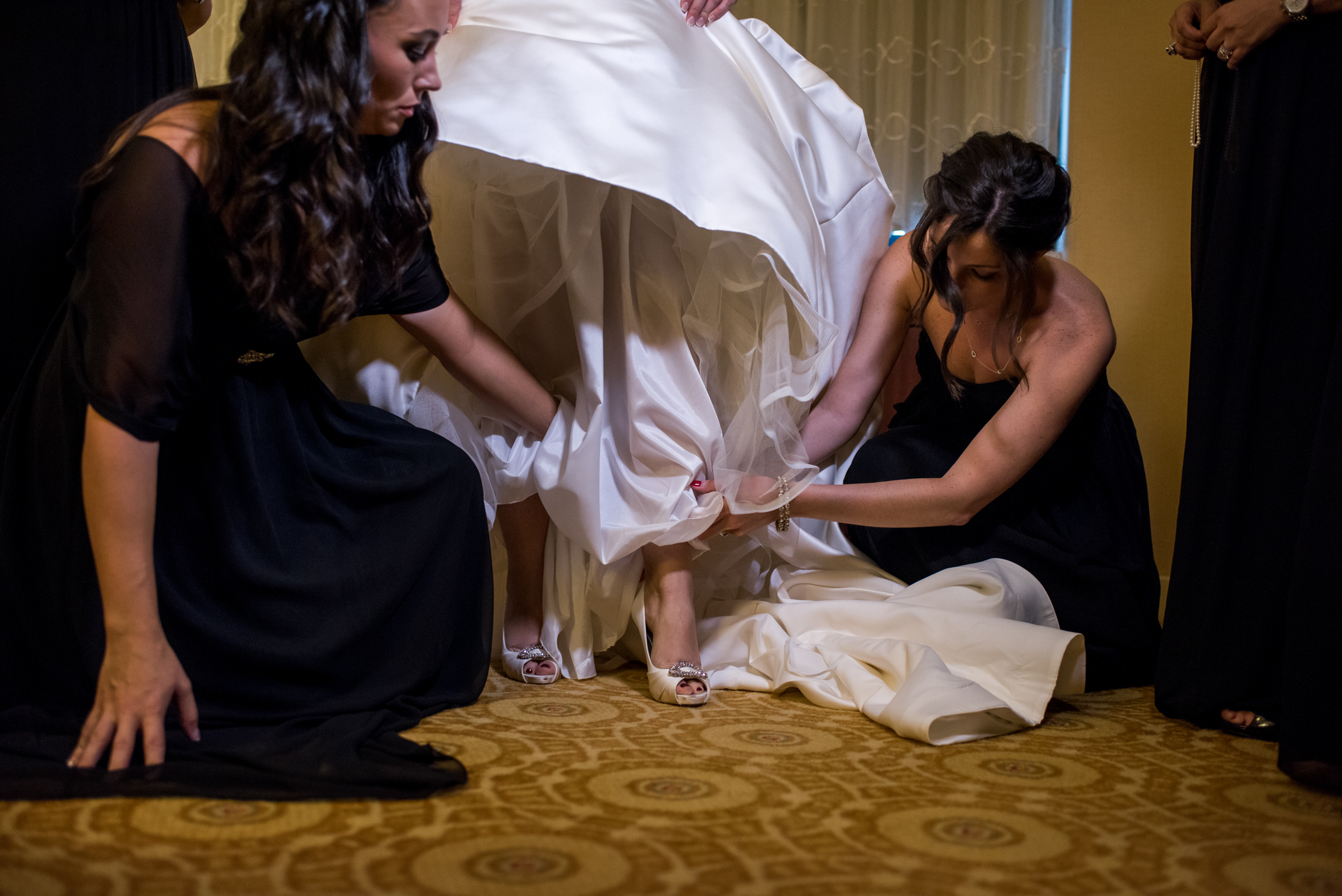 Stefy Hilmer Photography-bride is putting on wedding shoes.jpg