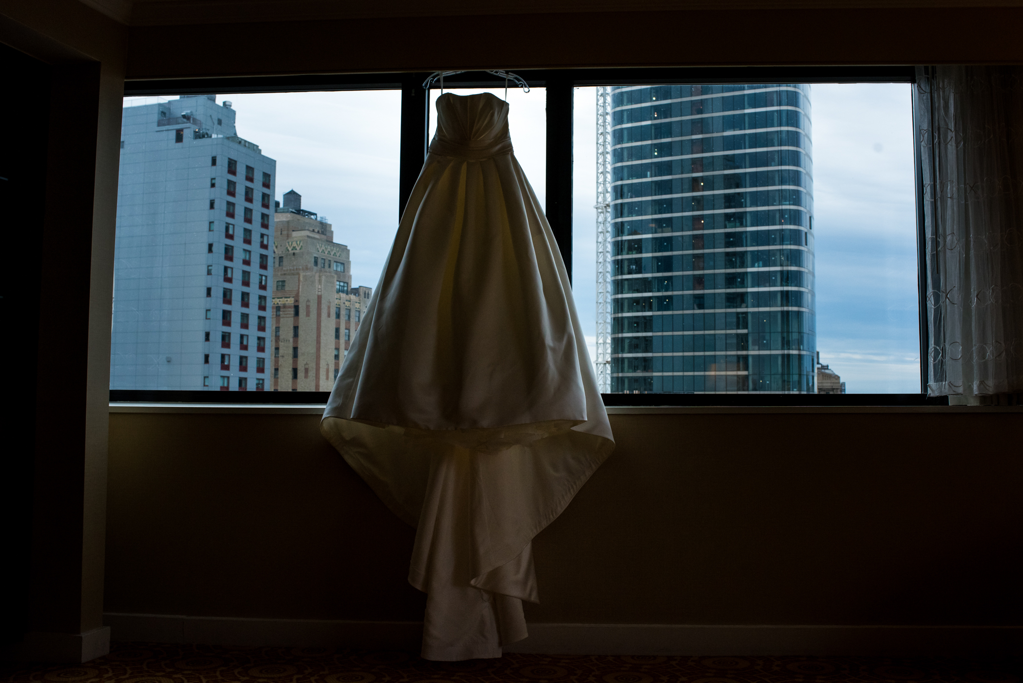 Stefy Hilmer Photography-wedding dress photo with NYC view.jpg