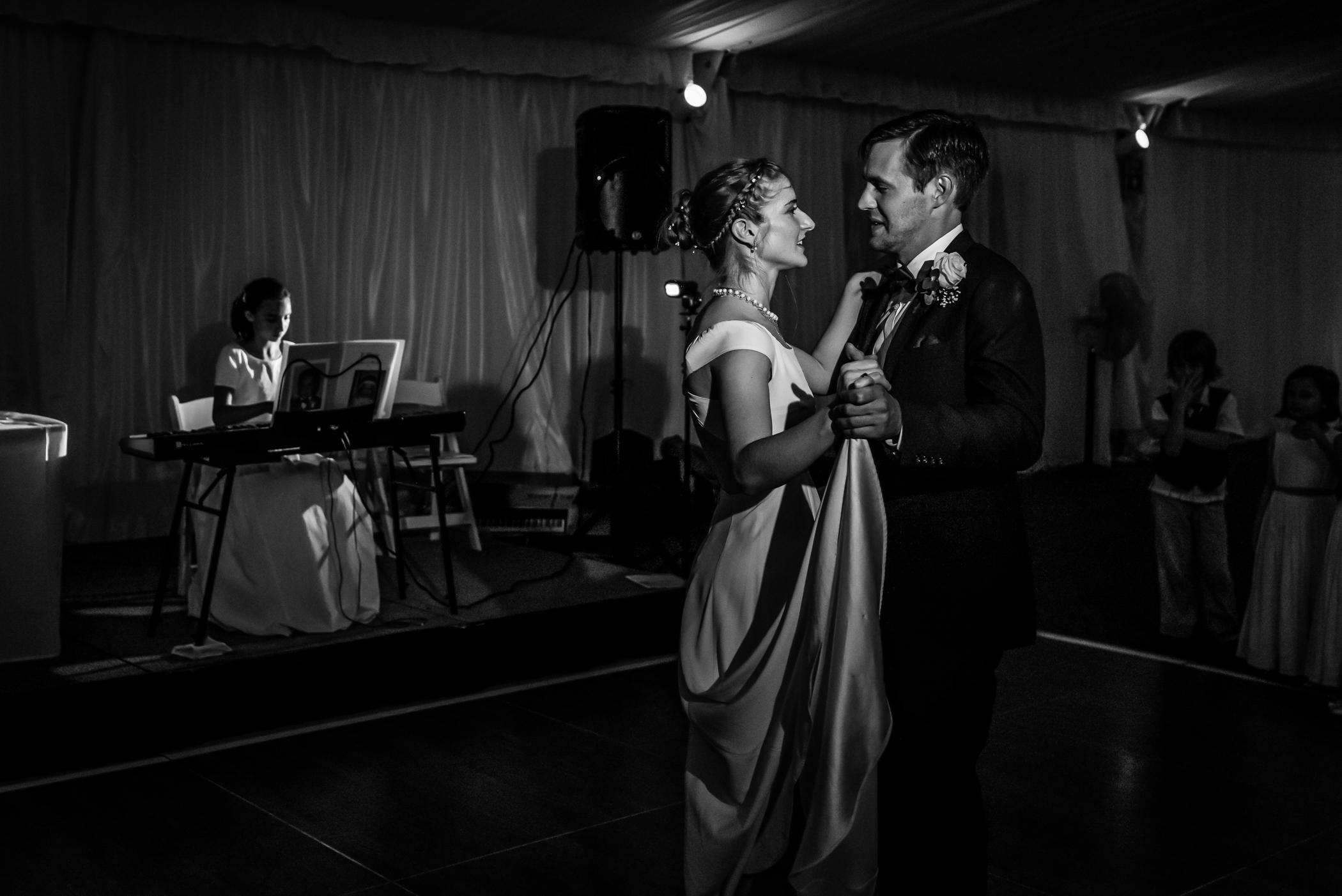 Stefy Hilmer Photography-bride and groom first dance.jpg