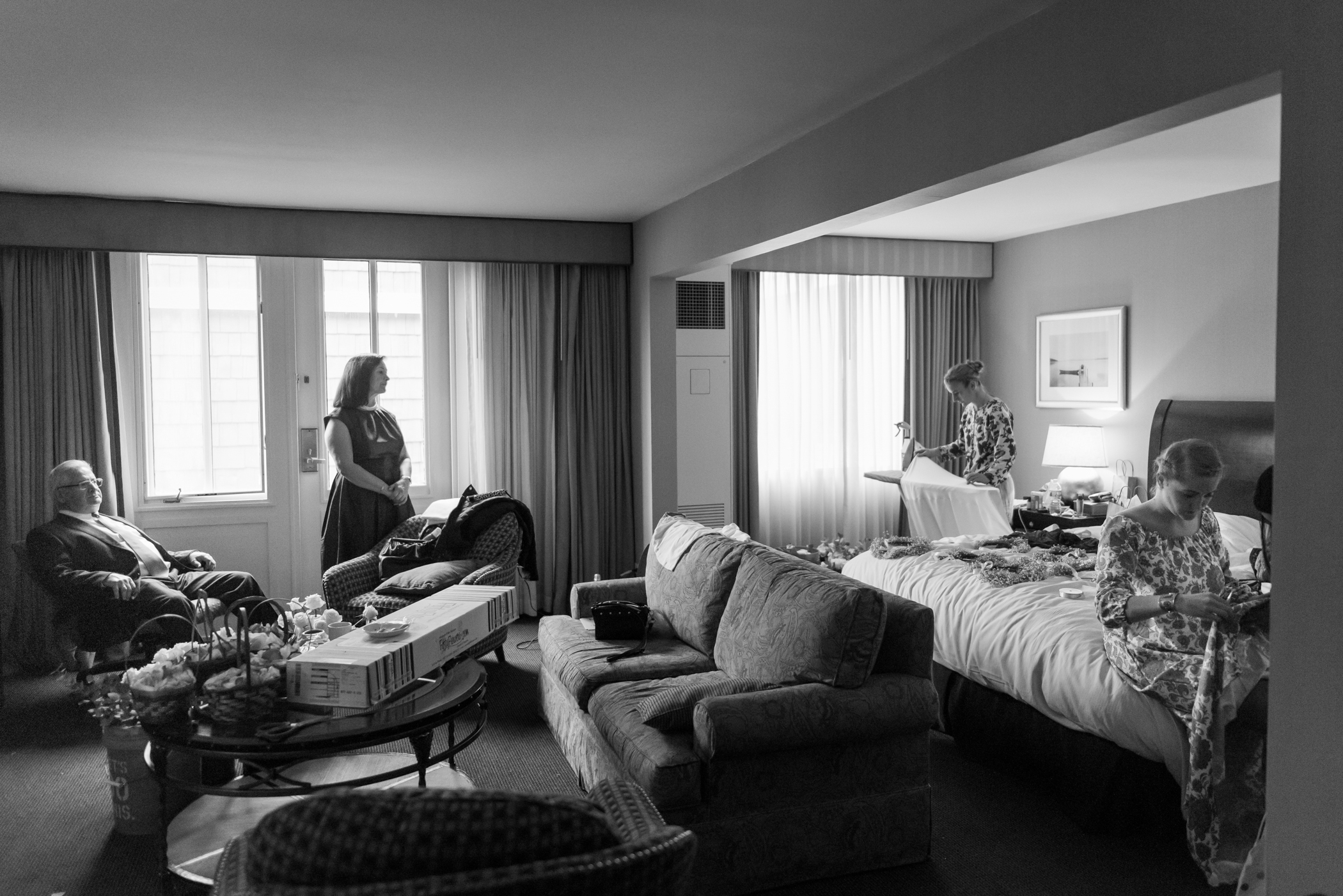 Stefy Hilmer Photography-bride is getting ready with bridesmaids.jpg