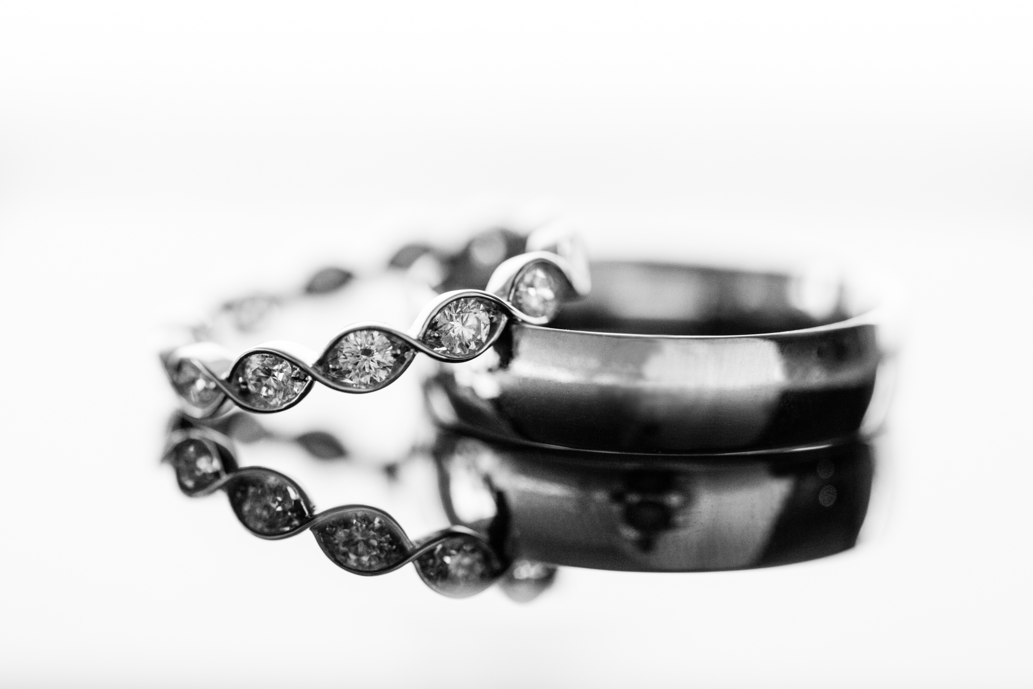 Stefy Hilmer Photography-wedding ring reflection.jpg