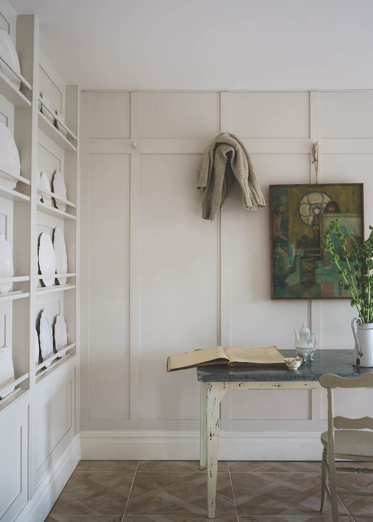 SCHOOL HOUSE WHITE 291 : The lightest in the group, this soft white is reminiscent of the color used in school houses.