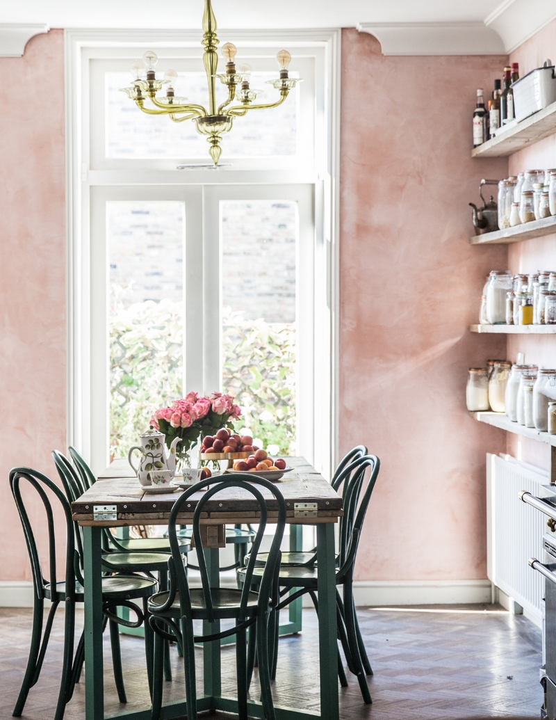 pink walls dining room