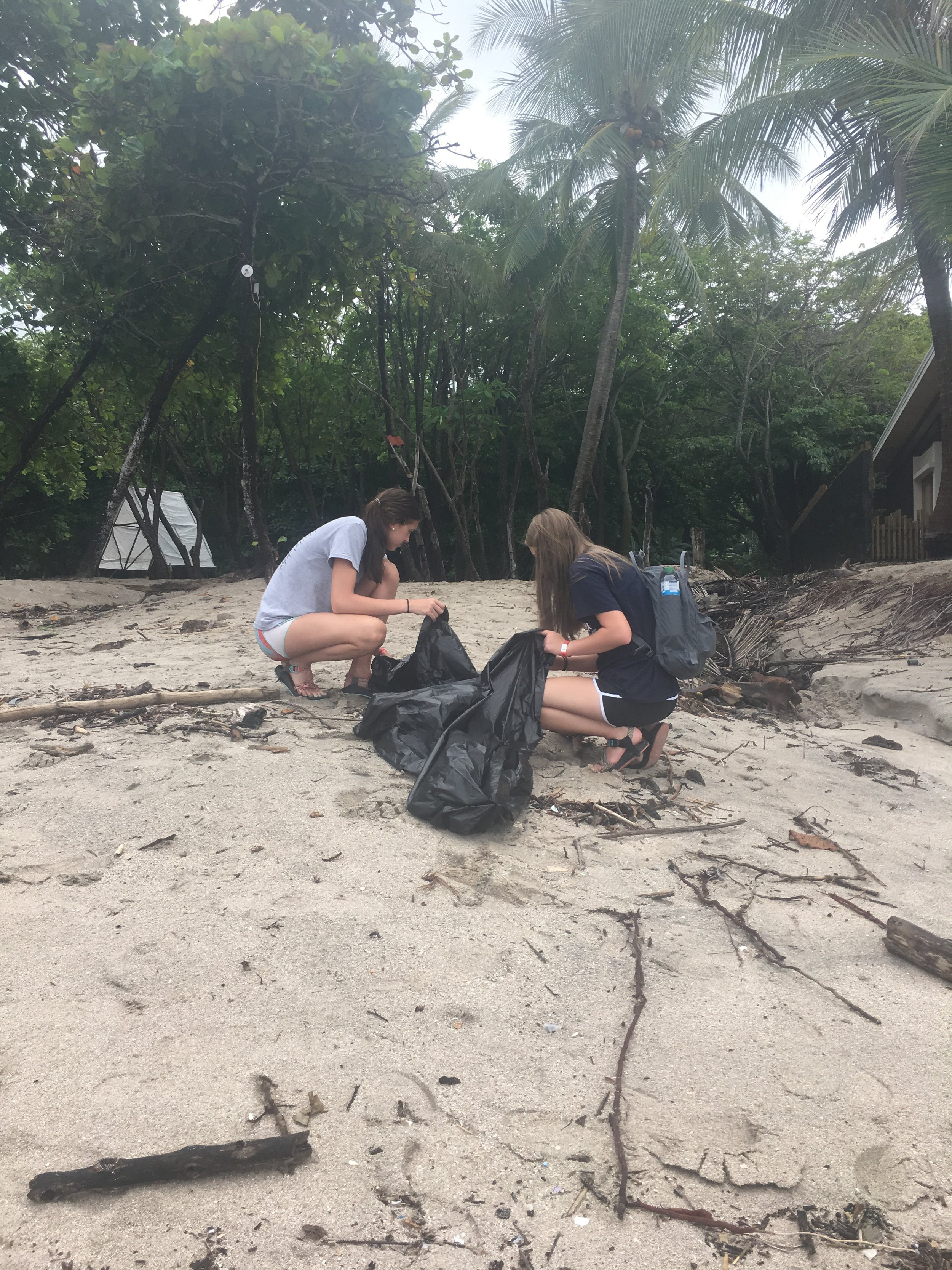 Cabo Blanco Beach Cleanup 04 040718.jpeg