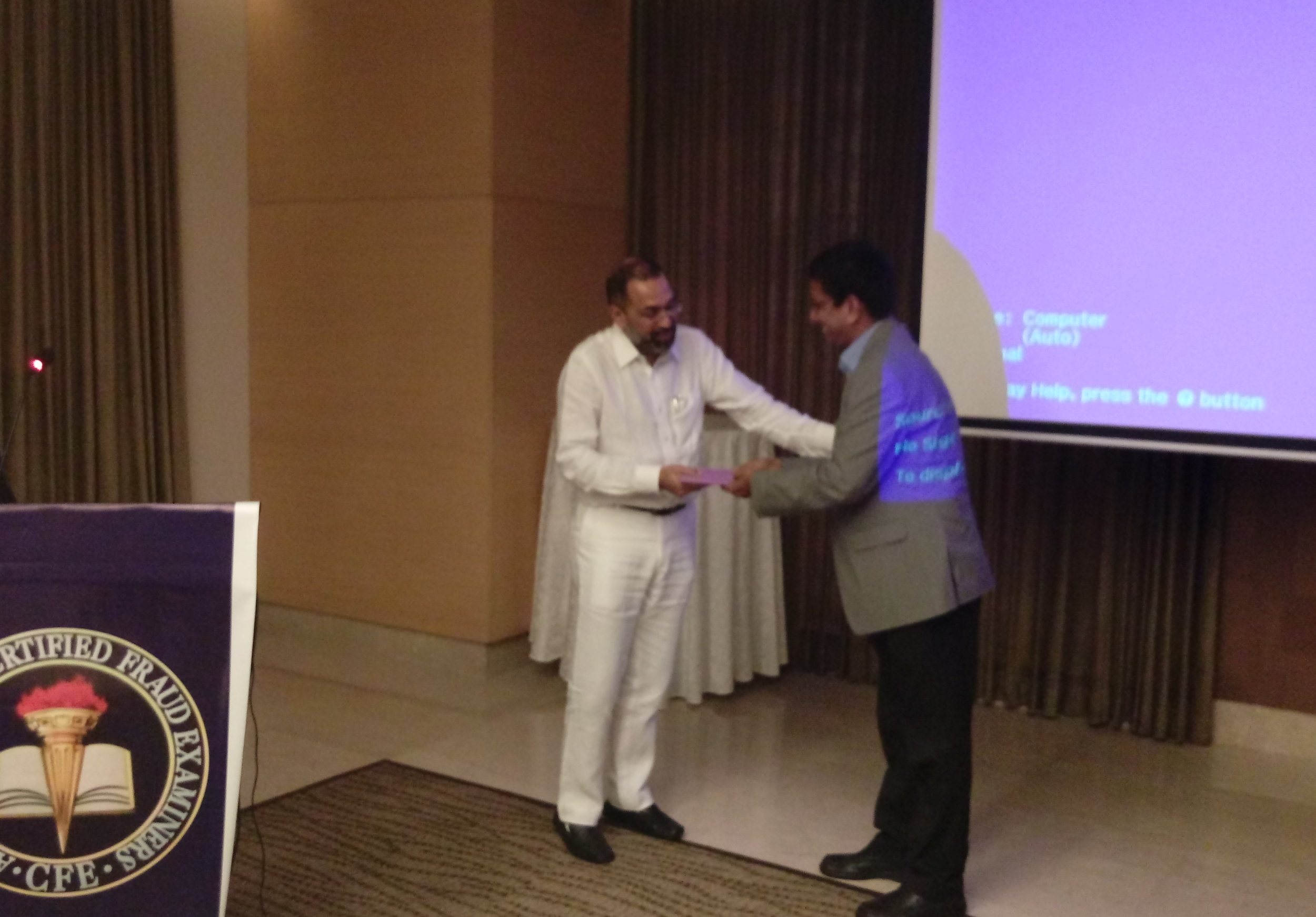 """Chennai Chapter president Raman Narasimhan presenting a gift to Dr. E.S. Krishnamoorthy after his presentation on """"The Godfather Paradox! Unraveling the Socially Enabled Psychopath."""""""