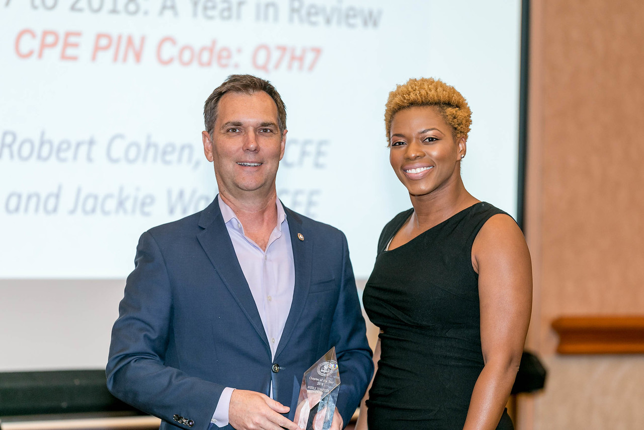 ACFE President Bruce Dorris presenting the Chapter of the Year award to Kesha Thomas, CFE, from the ACFE Middle Tennessee Chapter.