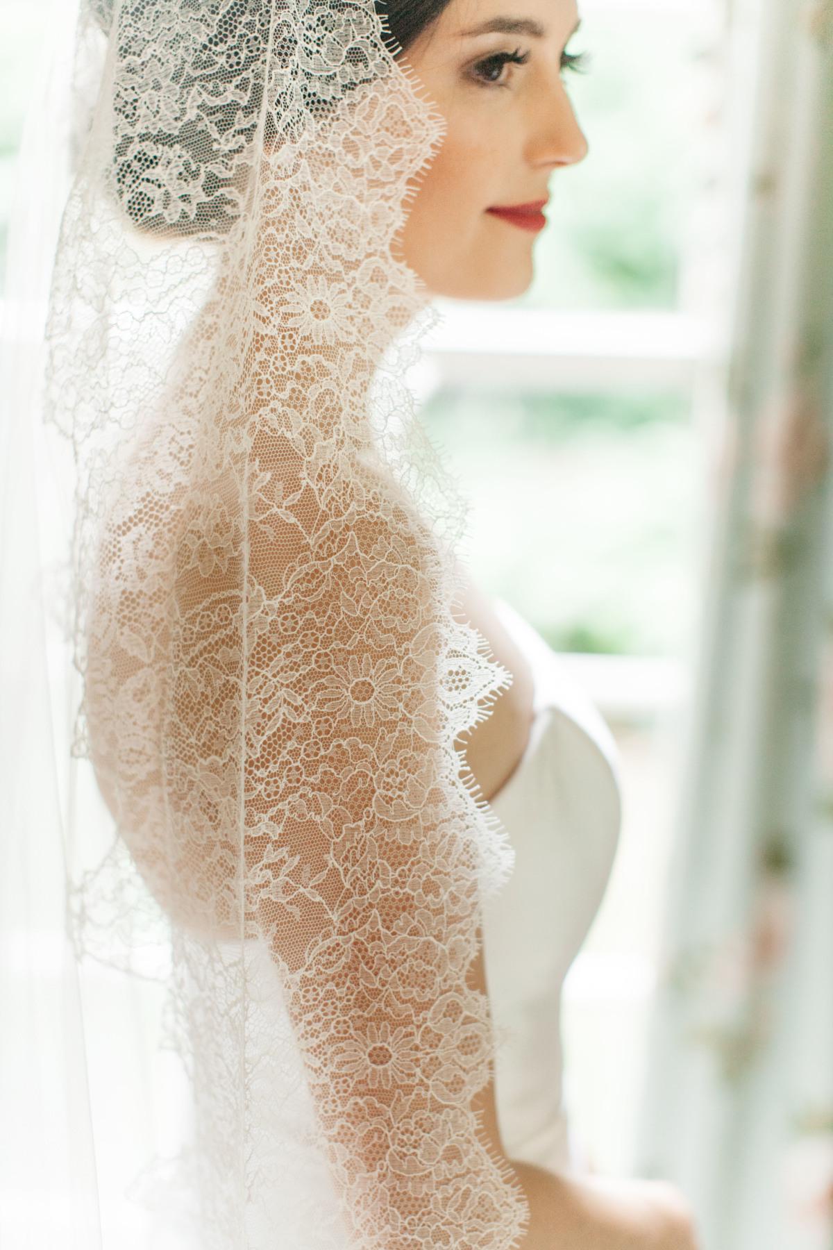 neutral-white-kentucky-wedding.jpg