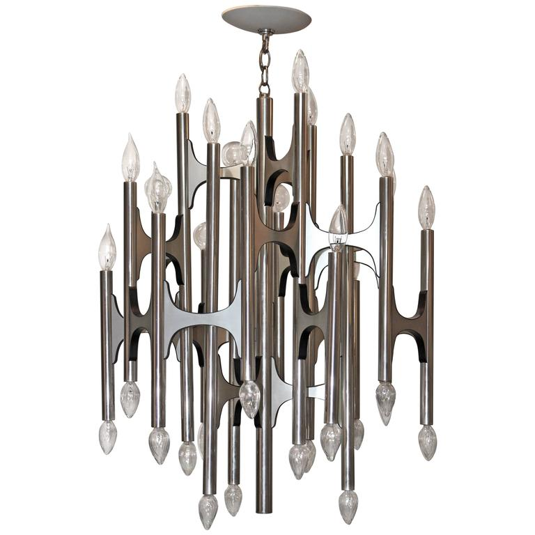 Gaetano Sciolari Chandelier | Photo: Modern Retro Finds/1stdibs