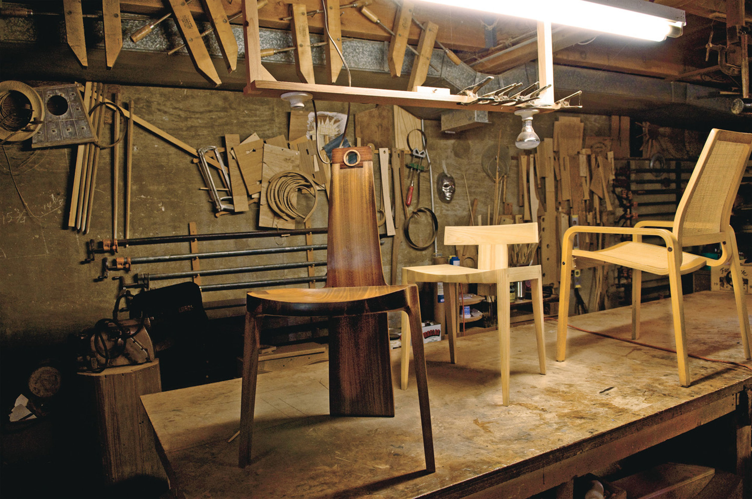 Chair prototypes in John Kapel's workshop. / Photo: C-Home.com