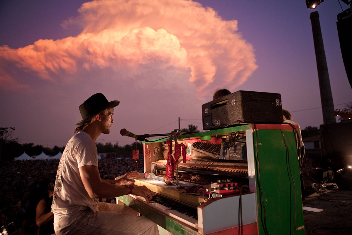 Aaron Embry,Edward Sharpe and the Magnetic Zeros