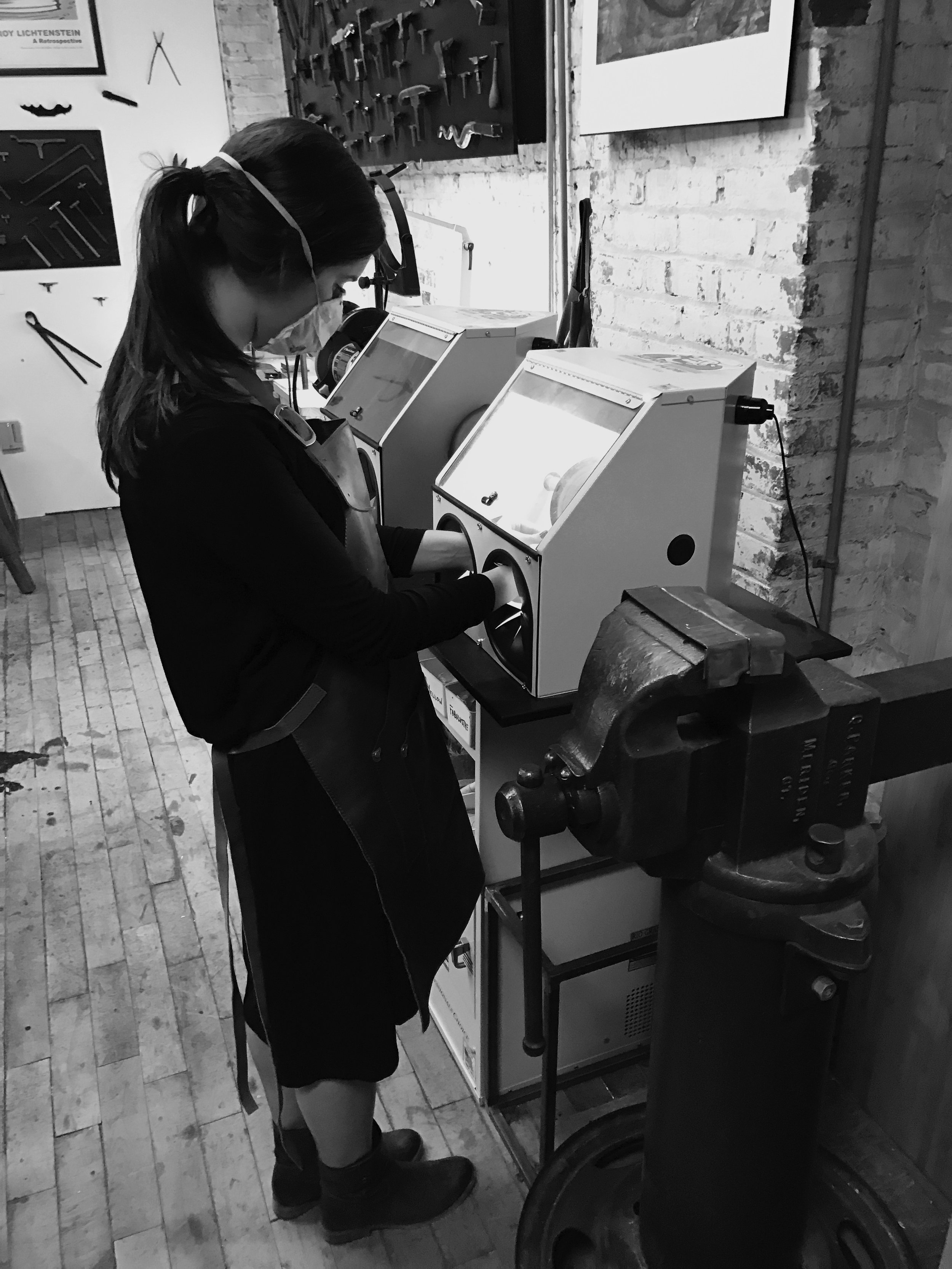 EMMAMARTY-JewelryStudio-Polishing-B+W.jpg