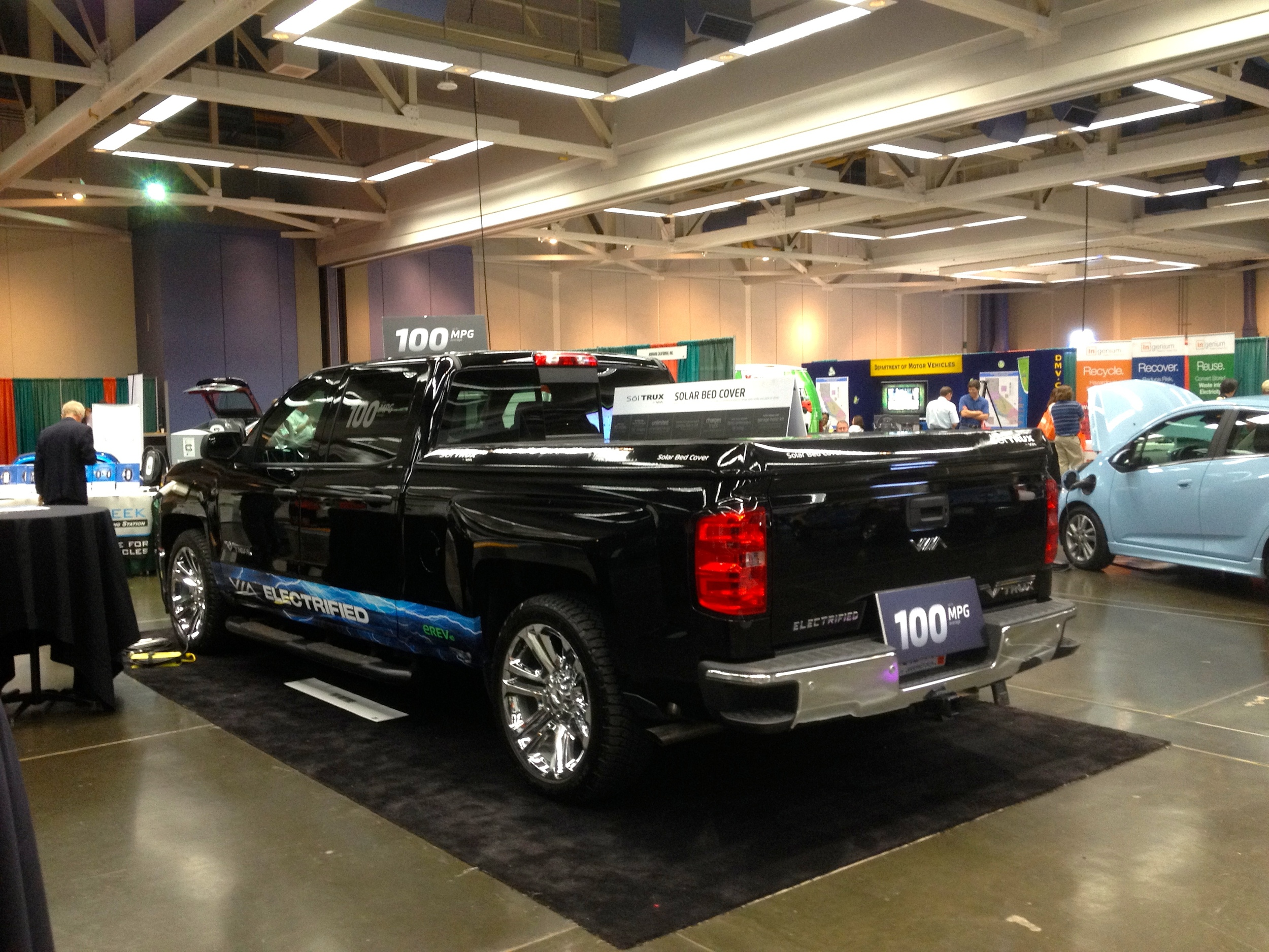 Solar Roof Bed Pick-Up Truck