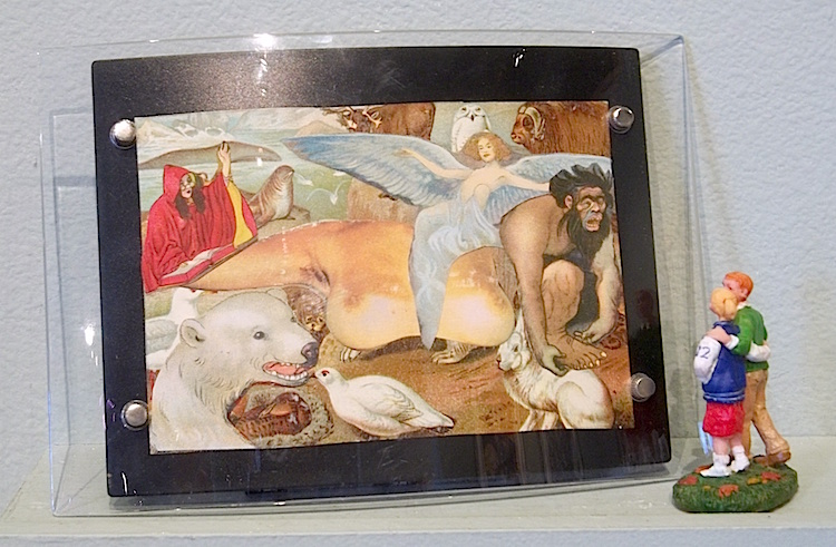 Great Gift    $300 collage in talking picture frame with figurines