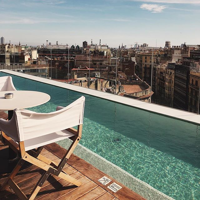 Theme of the day: rooftop bars with pools ☀️👍🏻